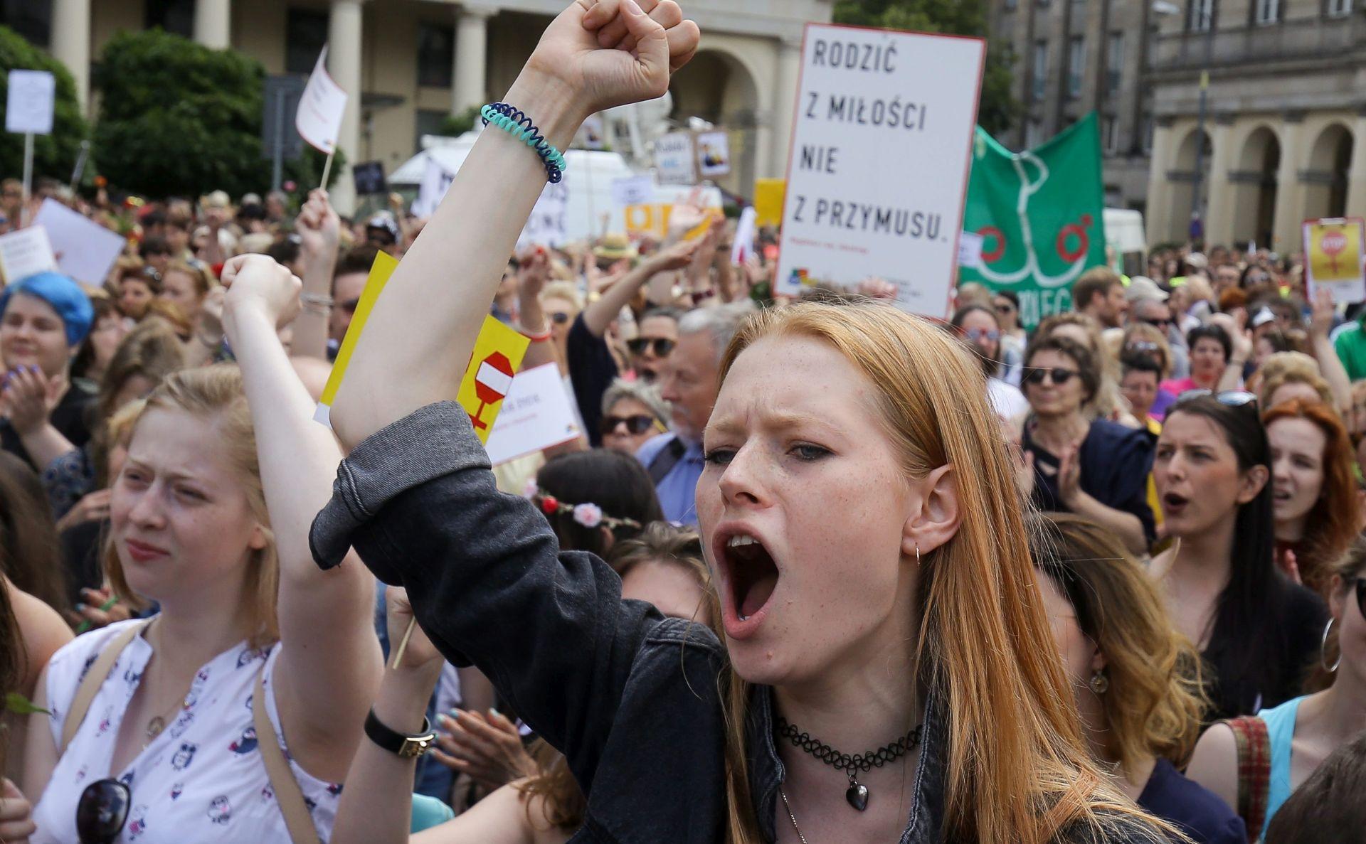 PROTIV ZABRANE POBAČAJA: U Poljskoj tisuće prosvjednika u središtu Varšave