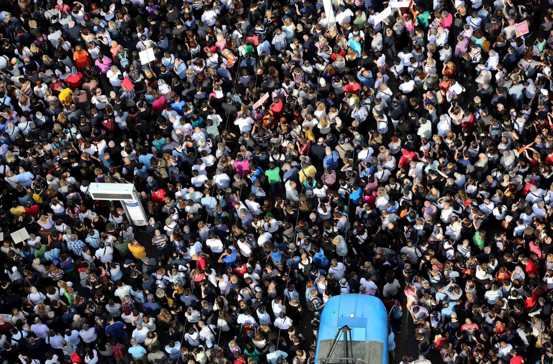 """""""Hrvatska može bolje"""": Prosvjednici poručili političarima da ne diraju u kurikularnu reformu"""