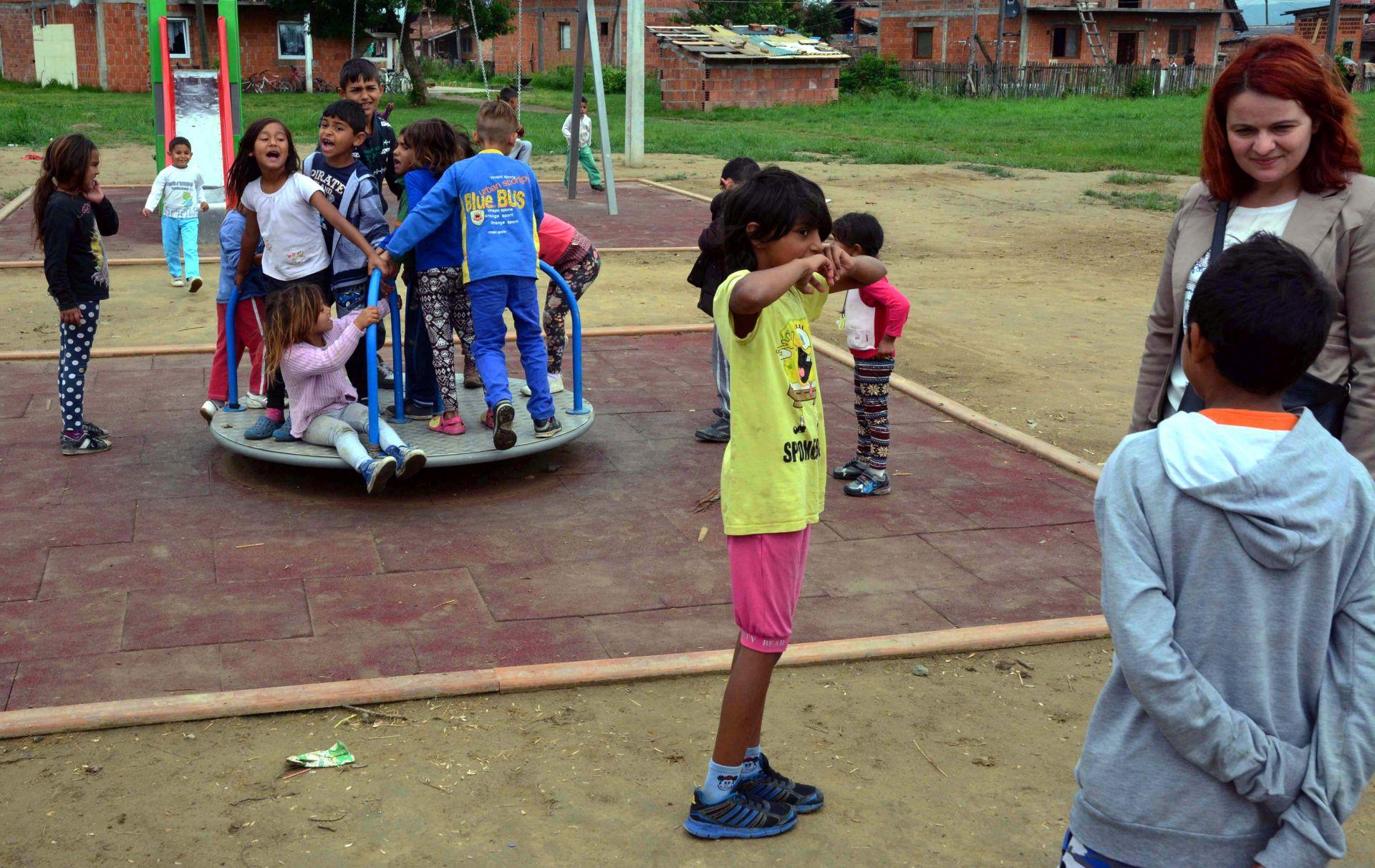 Slavonski Brod: Otvoreno novo igralište u naselju s 500 romske djece