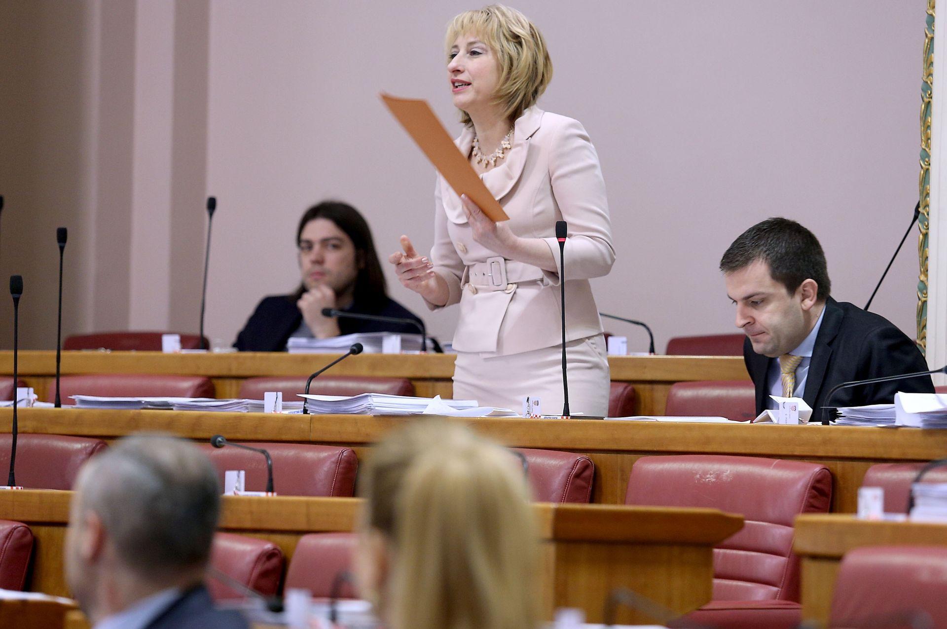 RUSAK ZASTUPNICIMA: 'Politička nas kriza ne amnestira od odgovornosti'