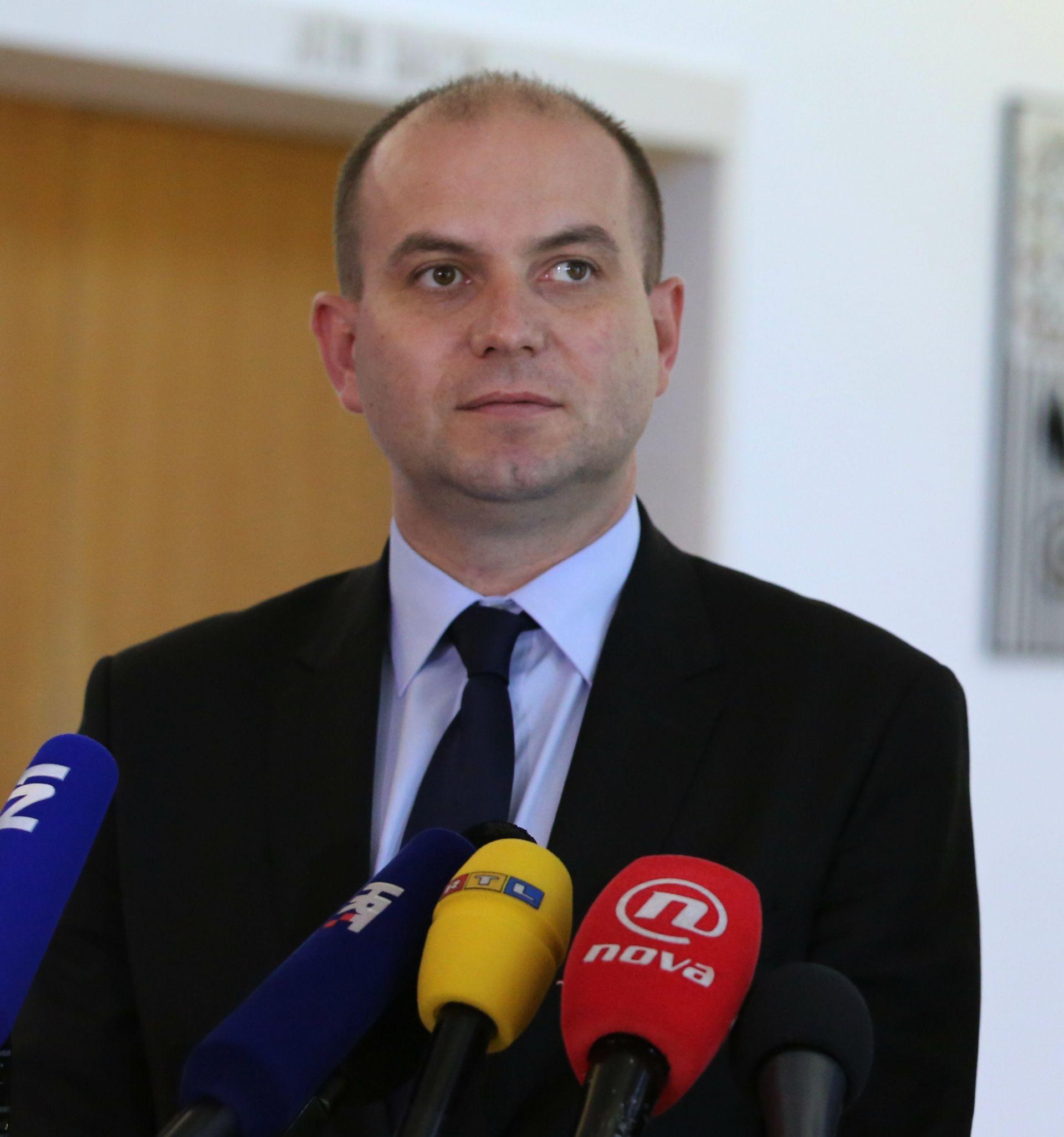 """ŠIMIĆ ODLAZI IZ SABORA """"I dalje ću raditi kao potpredsjednik Mosta"""""""
