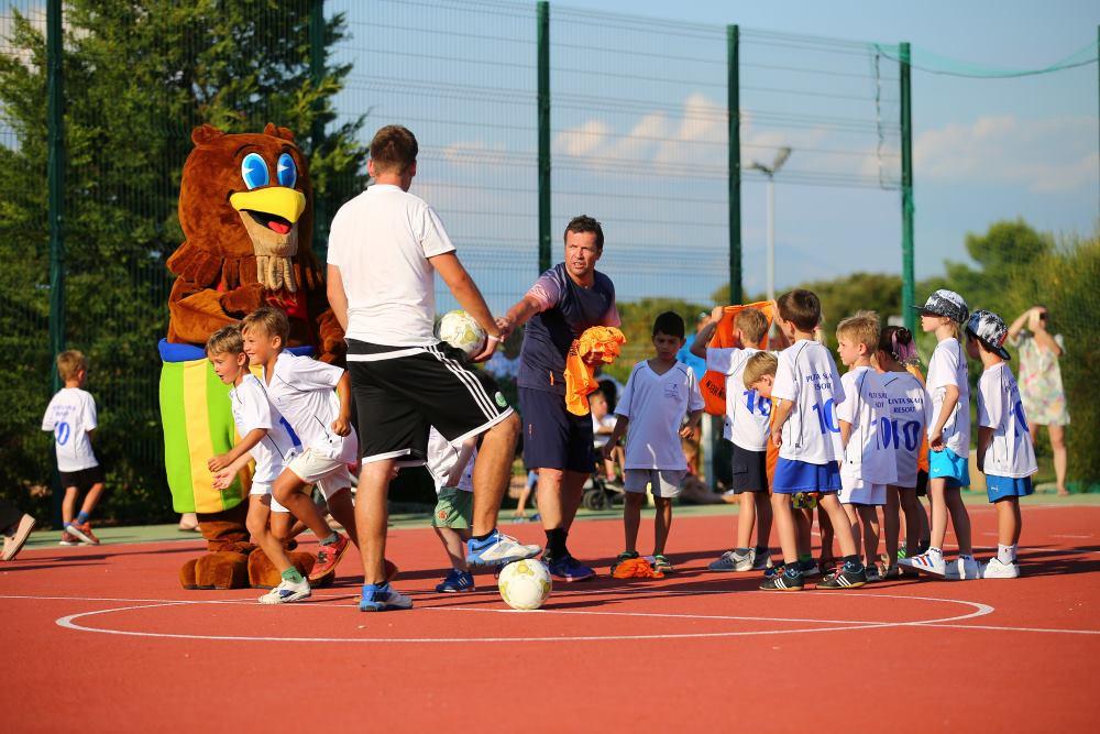 Lothar Matthäus s veseljem se obratio djeci