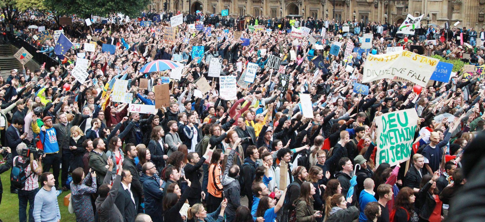 TISUĆE LJUDI NA ULICAMA LONDONA Prosvjed protiv 'Brexita'