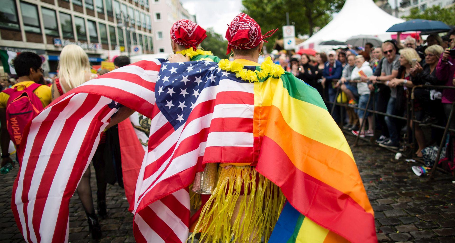 Stotine tisuća na Paradi ponosa u Koelnu, u počast žrtvama iz Orlanda