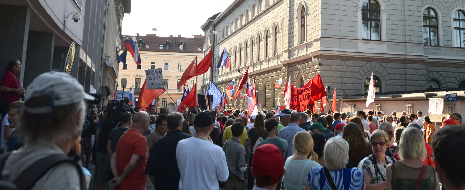 Prosvjedi pred slovenskom vladom zbog navodne privatizacije luke Koper