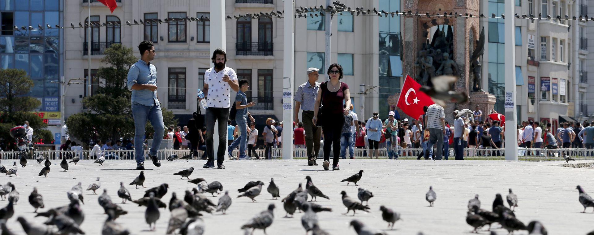 Turska uhitila sudca Ustavnog suda i vojnog zapovjednika nakon neuspjelog puča