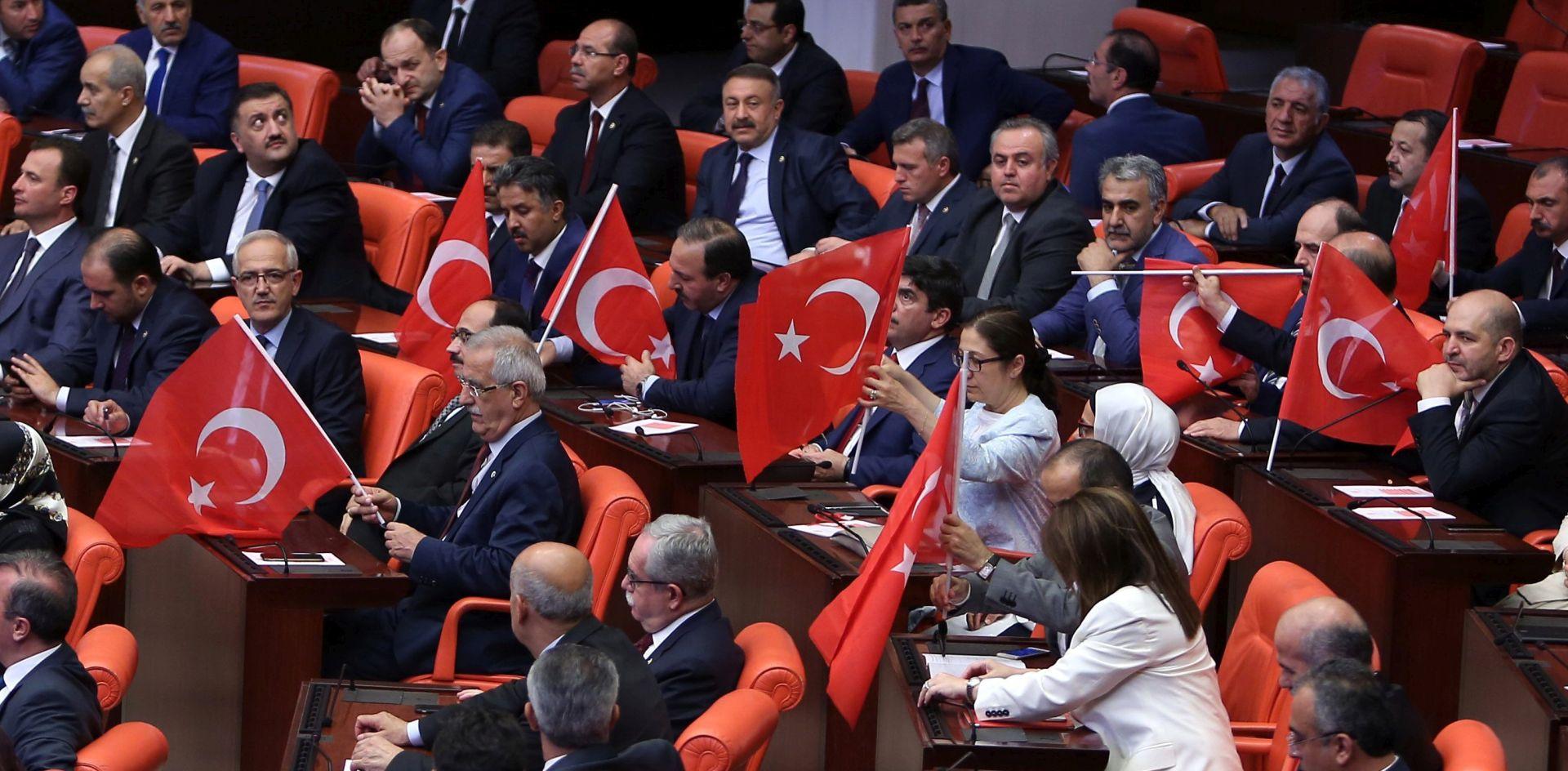 Turska: Pritvoreno 103 generala i admirala; nastavljene čistke