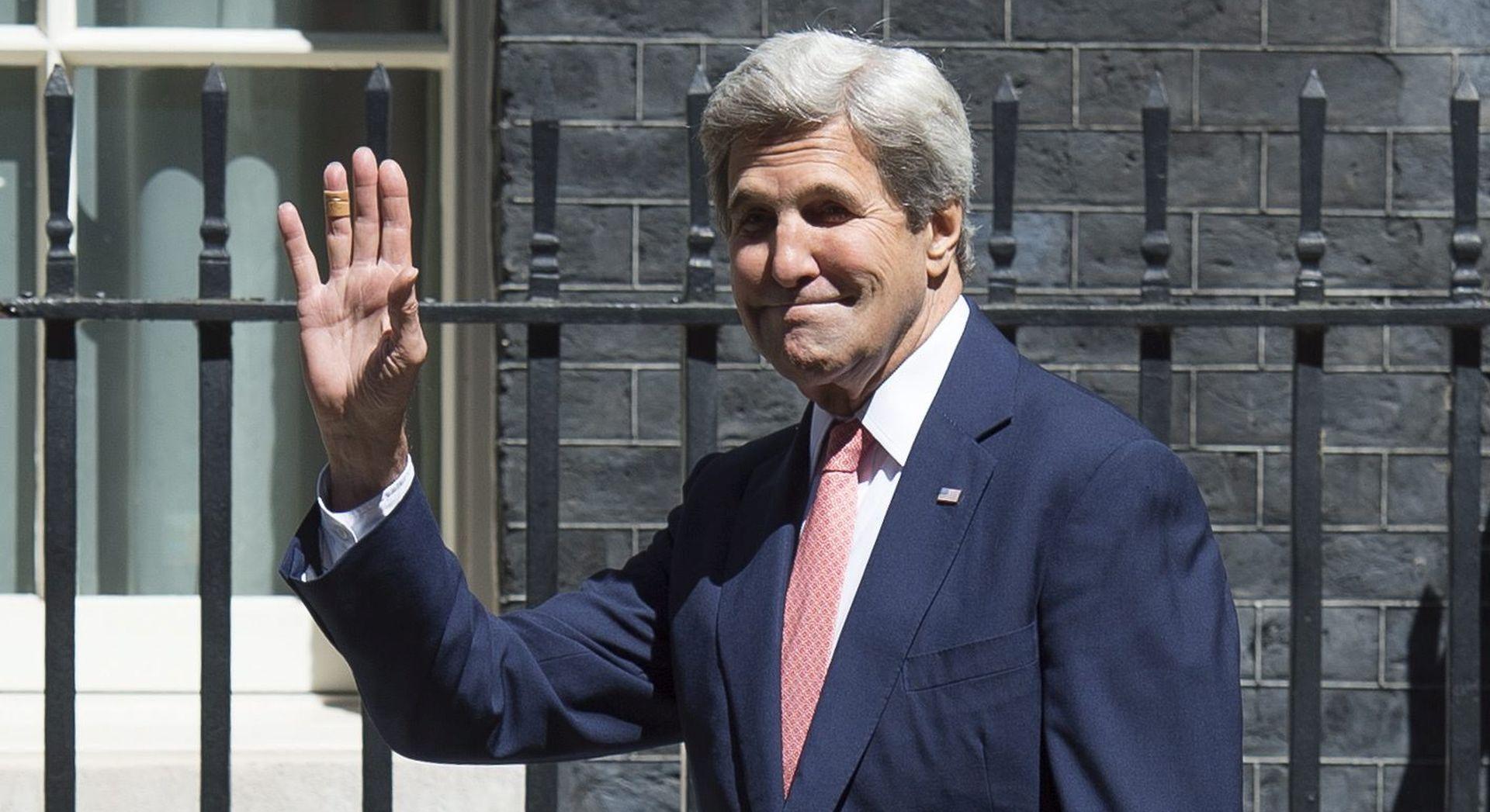 Kerry kreće ponovo na put oko svijeta, u Parizu će se vidjeti s Abbasom