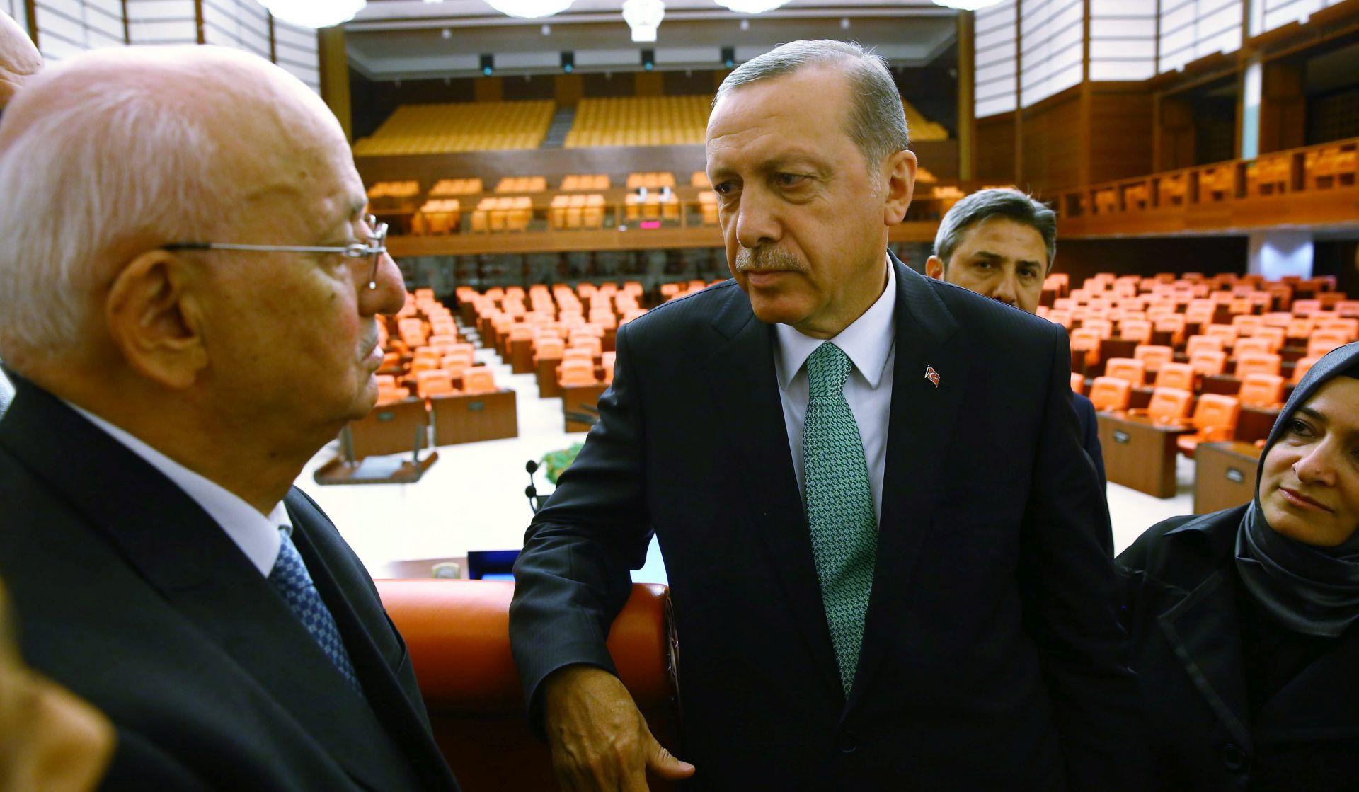 Uhićena ugladna turska novinarka Nazli Ilicak