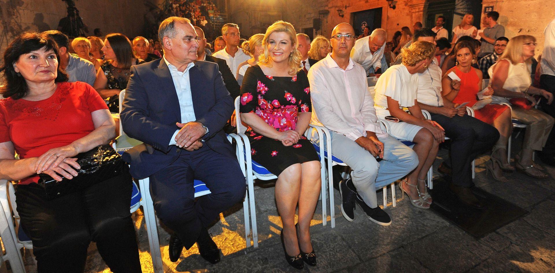 Predsjednica Grabar Kitarović na 50. Festivalu dalmatinskih klapa u Omišu