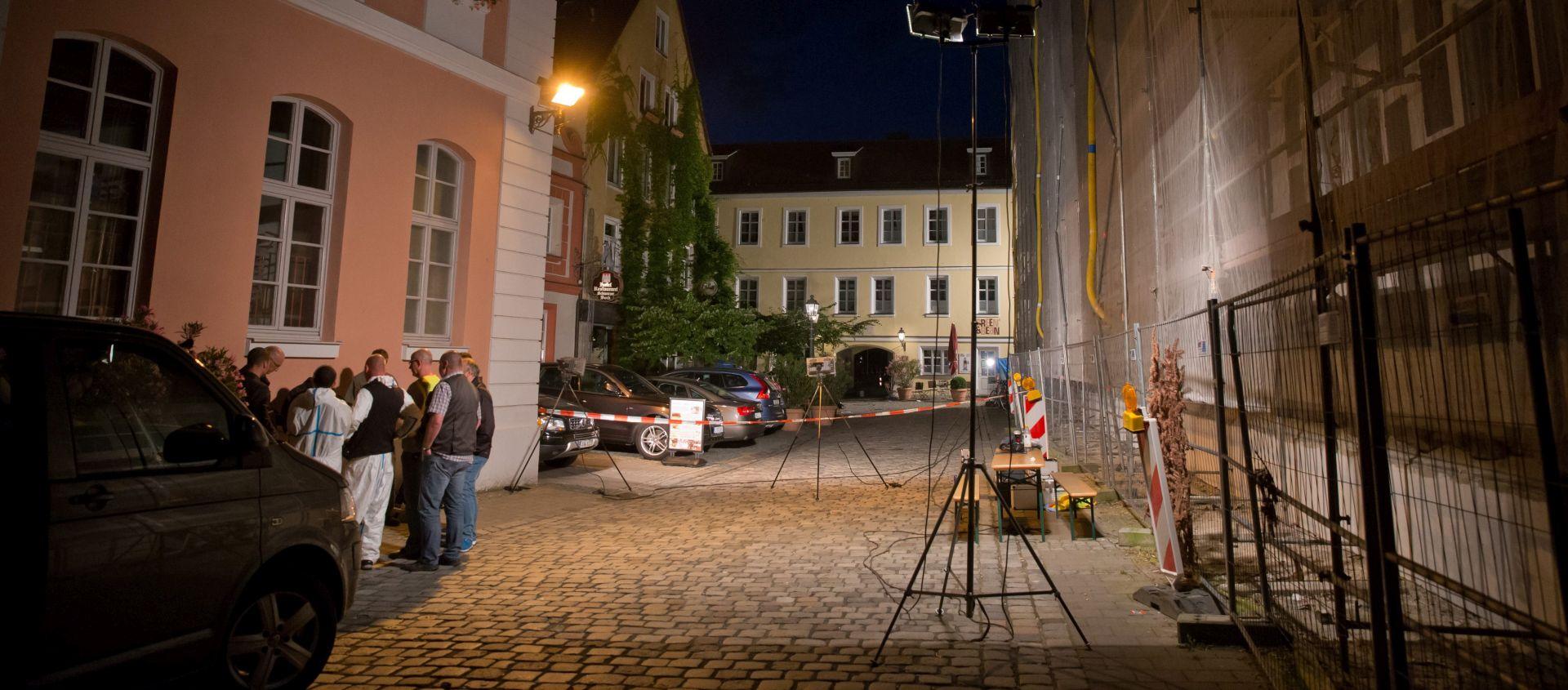 TRI OSOBE U KRITIČNOM STANJU Tražitelj azila raznio se u Njemačkoj, ranio 12 osoba