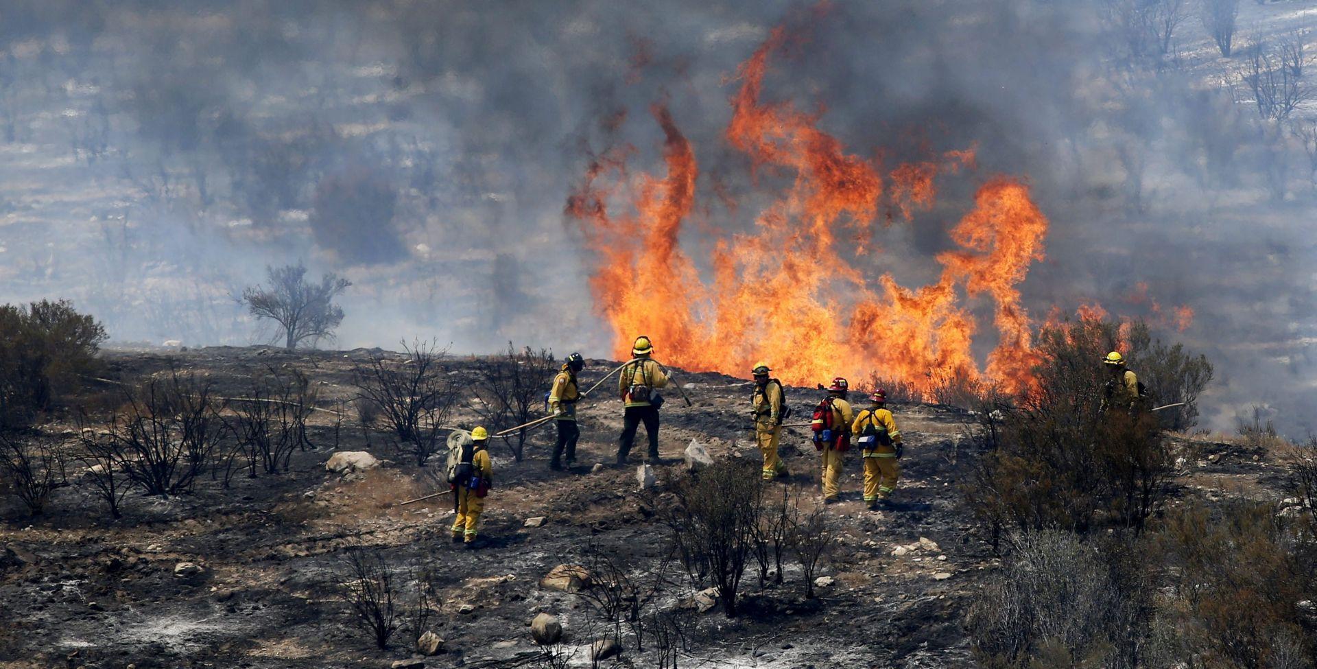 Požar prijeti tisućama domova blizu Los Angelesa
