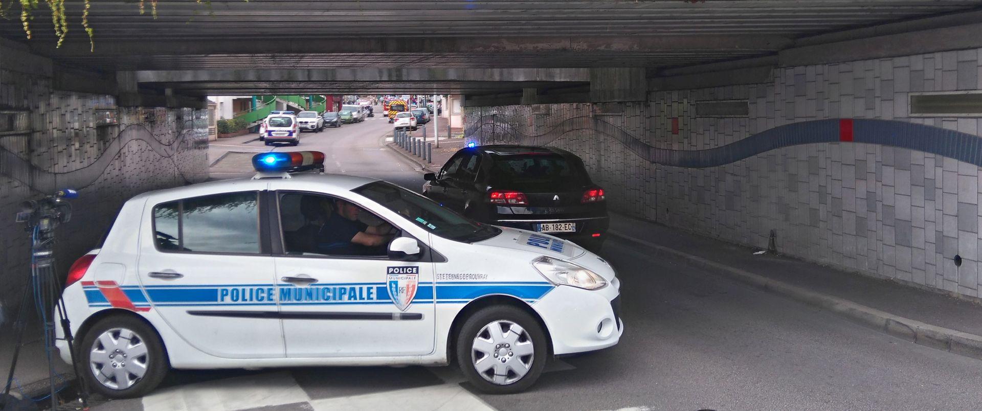 FRANCUSKA: ISLAMSKA DRŽAVA PREUZELA ODGOVORNOST Napadači upali u crkvu, svećeniku prerezali grlo, policija ih ubila