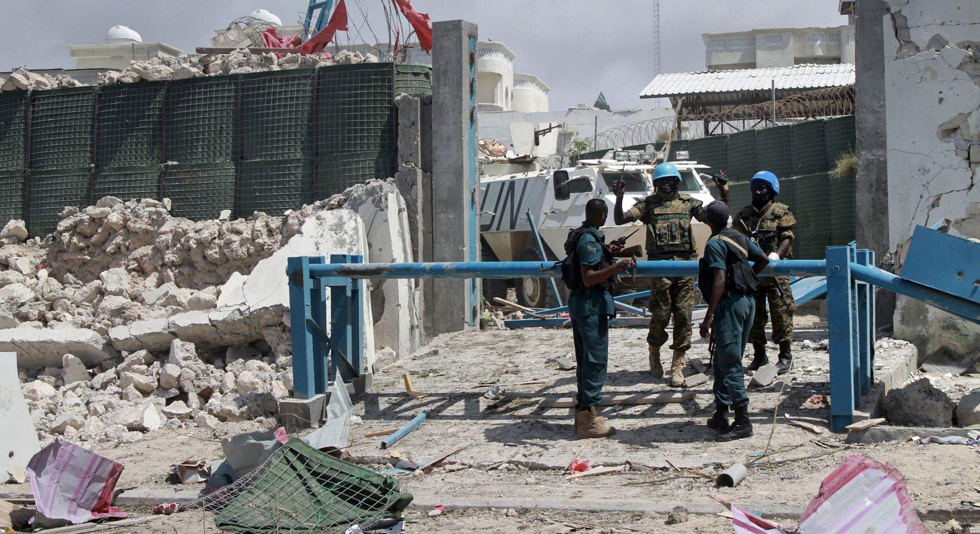 AUTOBOMBE I NAORUŽANI MILITANTI Al-Shabaab napao Mogadishu, najmanje 7 poginulih, ubijena i dva napadača