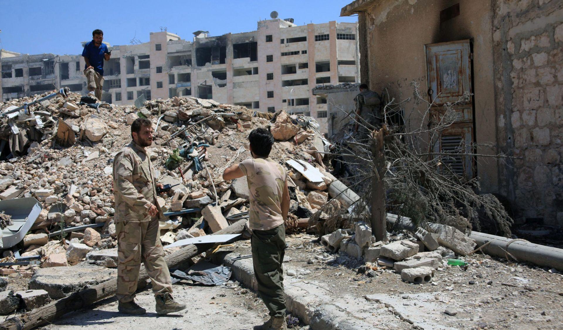 Brojni civili humanitarnim koridorima napuštaju pobunjenički dio Alepa