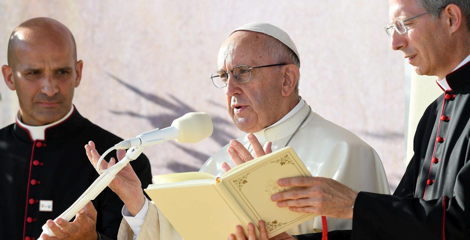 Papa poziva da se pomogne marginaliziranima i izbjeglicama