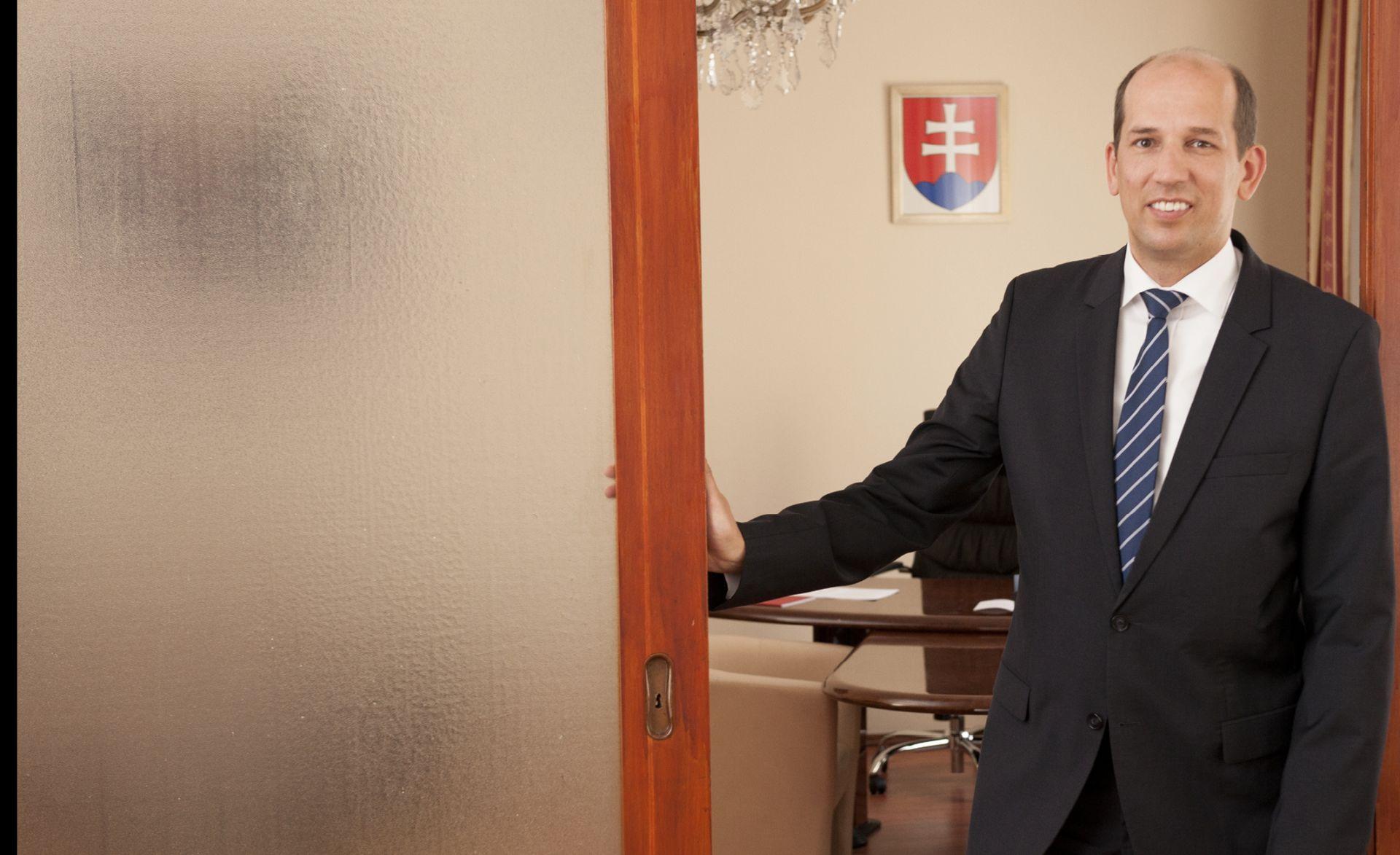 INTERVIEW: JURAJ PRIPUTEN 'Za razlaz Britanije i EU-a možemo koristiti iskustva razdvajanja Čehoslovačke'