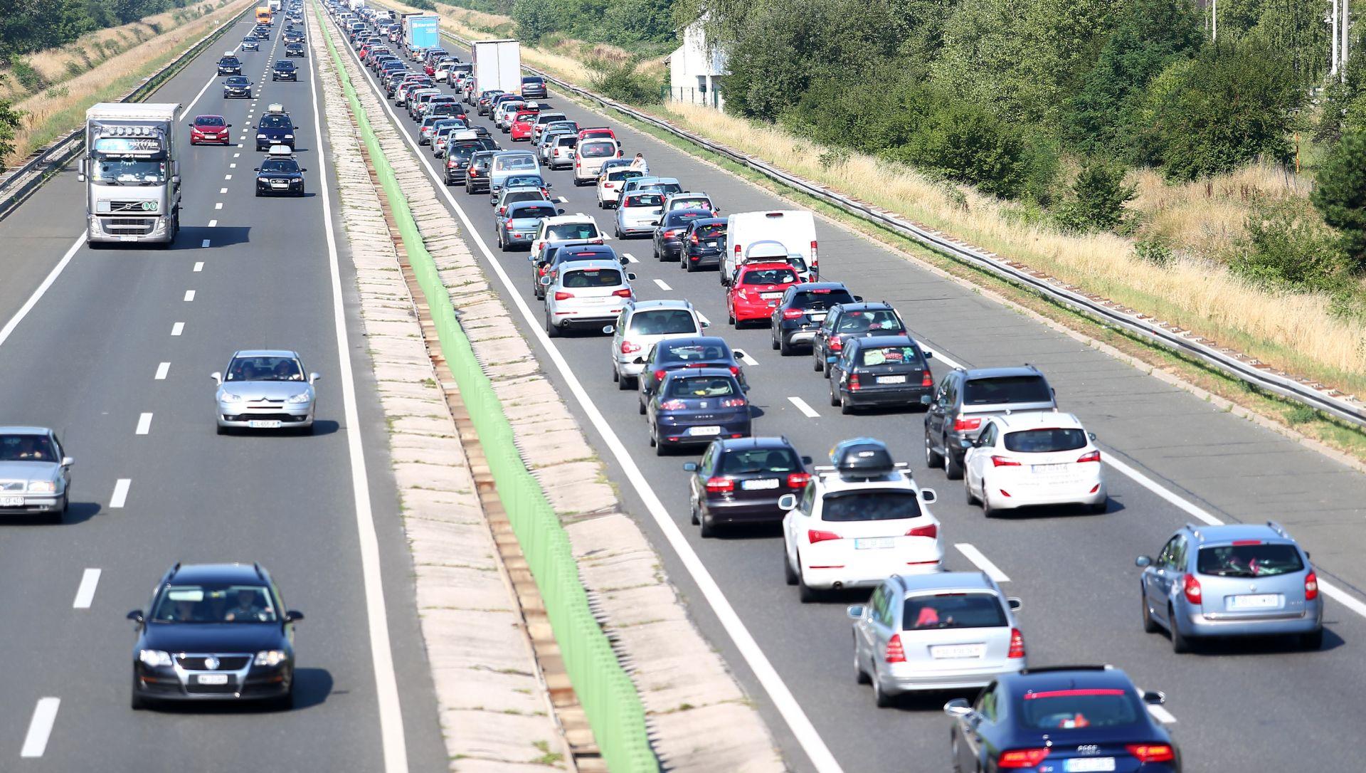 HAK Pojačan promet prema moru, prometna nesreća na Jadranskoj magistrali