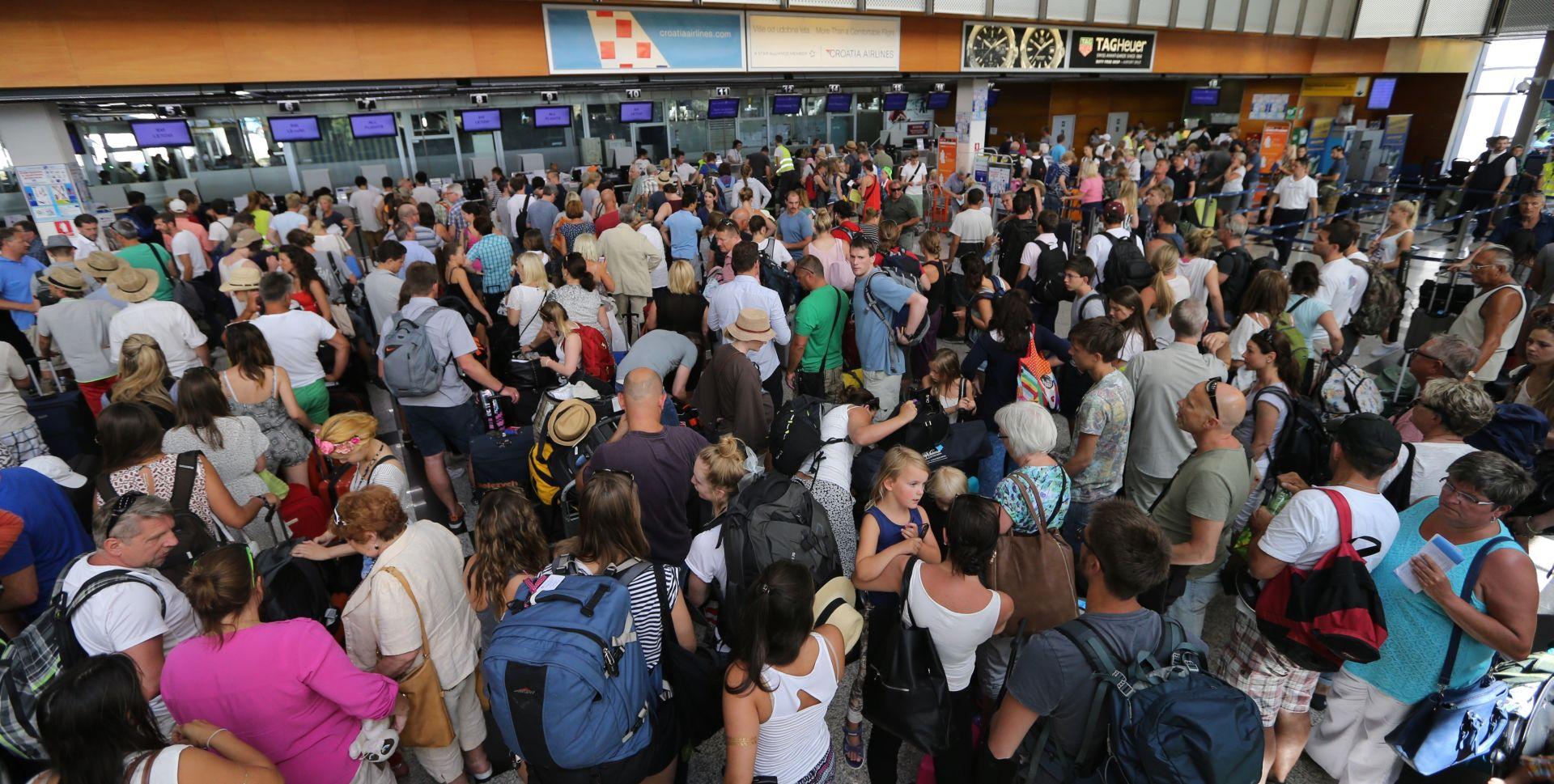 LUDNICA U SPLITU Tijekom vikenda se očekuje oko 87.000 putnika u zračnoj i trajektnoj luci