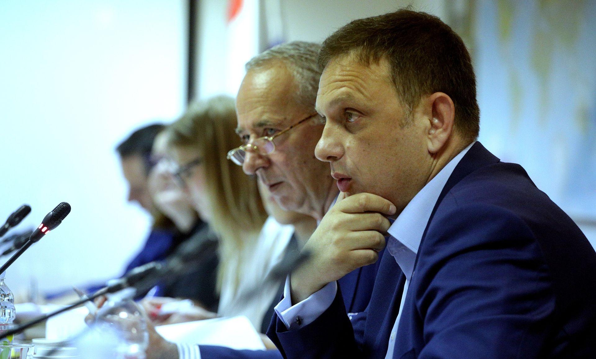 KLIMAN 'Mesić neće biti pojačanje za Narodnu koaliciju'