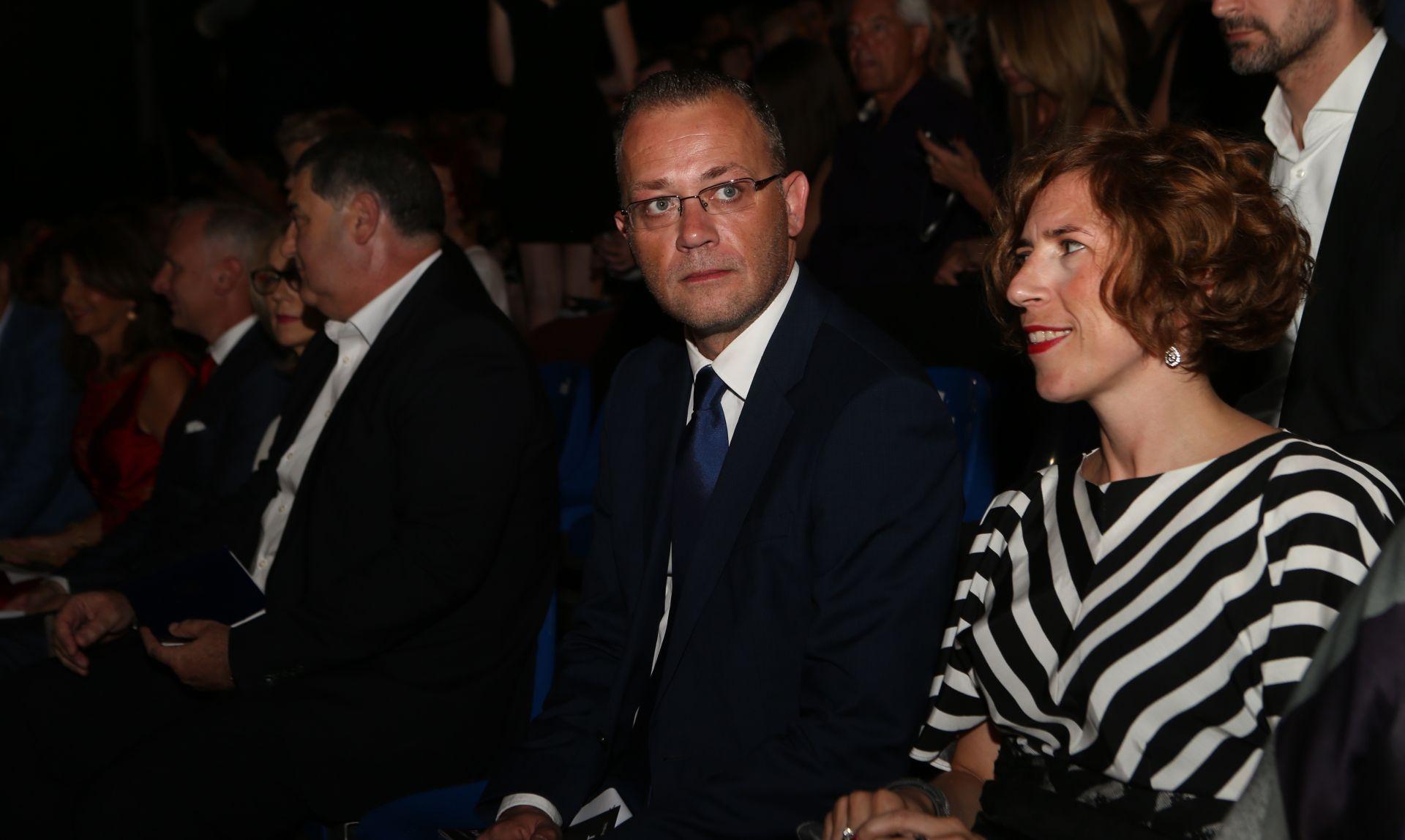 HNiP traži od pravobraniteljice da zaštiti djecu ministra Hasanbegovića