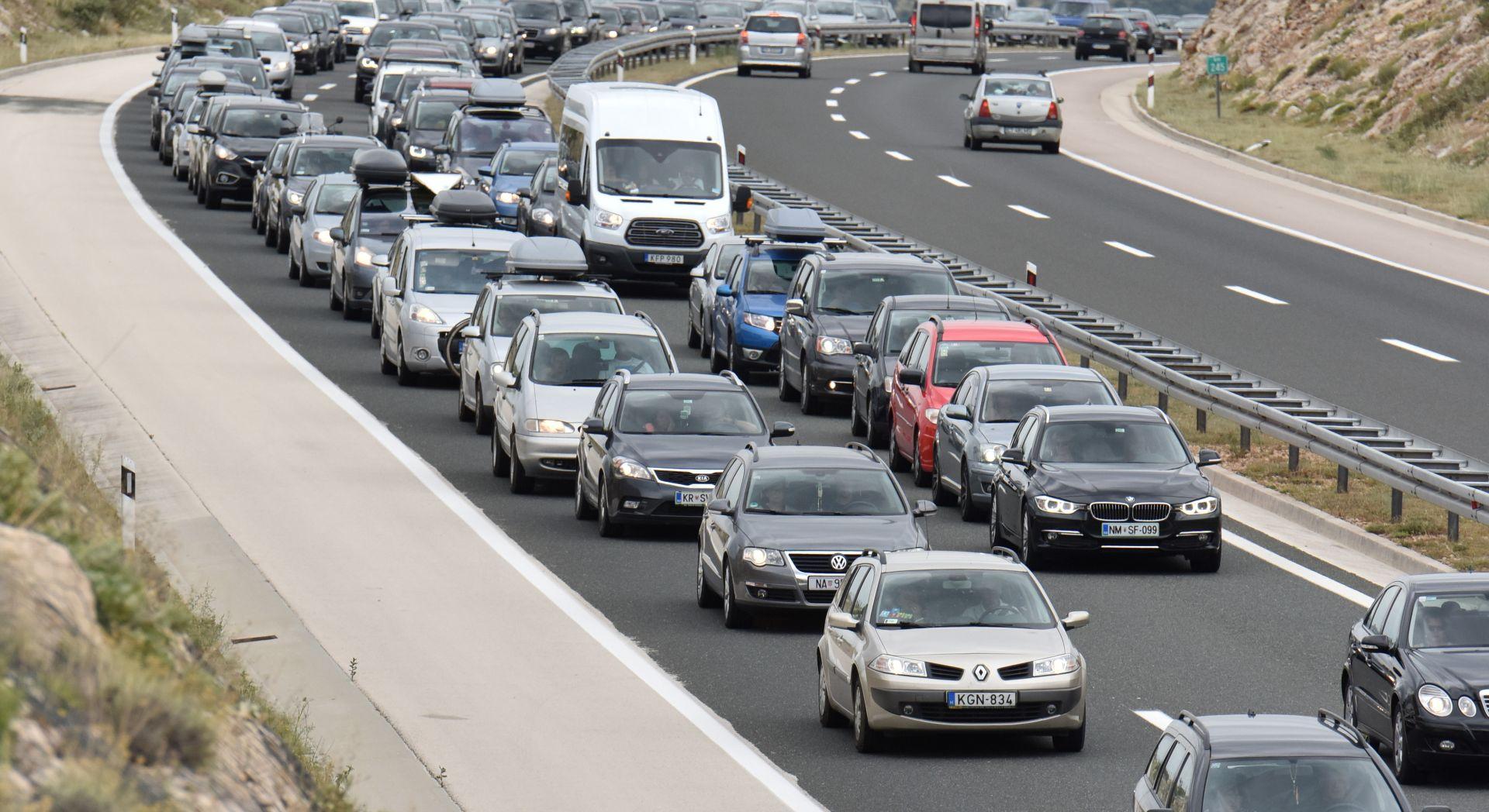 KRENUO UDARNI VIKEND Pojačan promet na hrvatskim cestama, prometne nezgode usporavaju promet