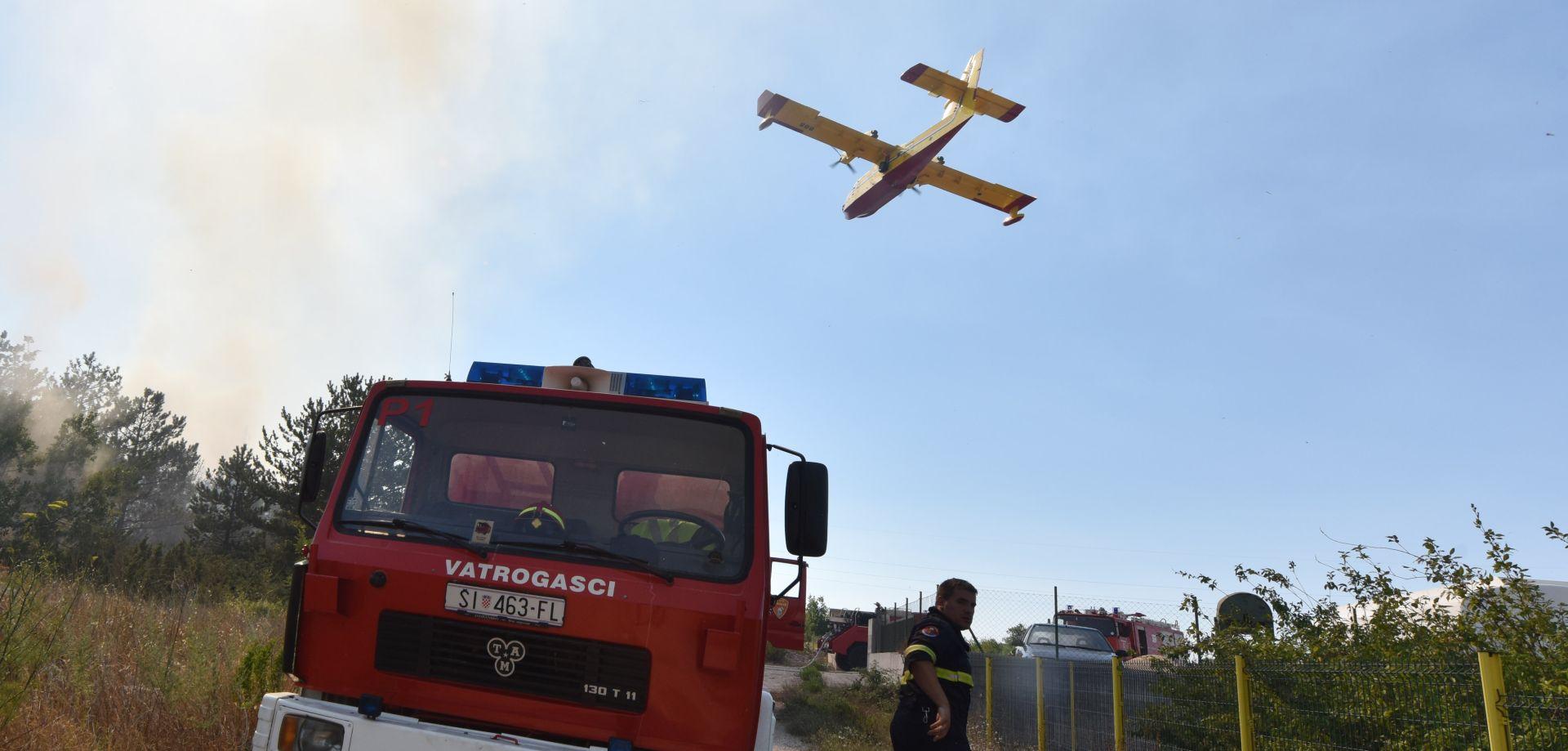 Zračne snage gasile tri požara u Dalmaciji