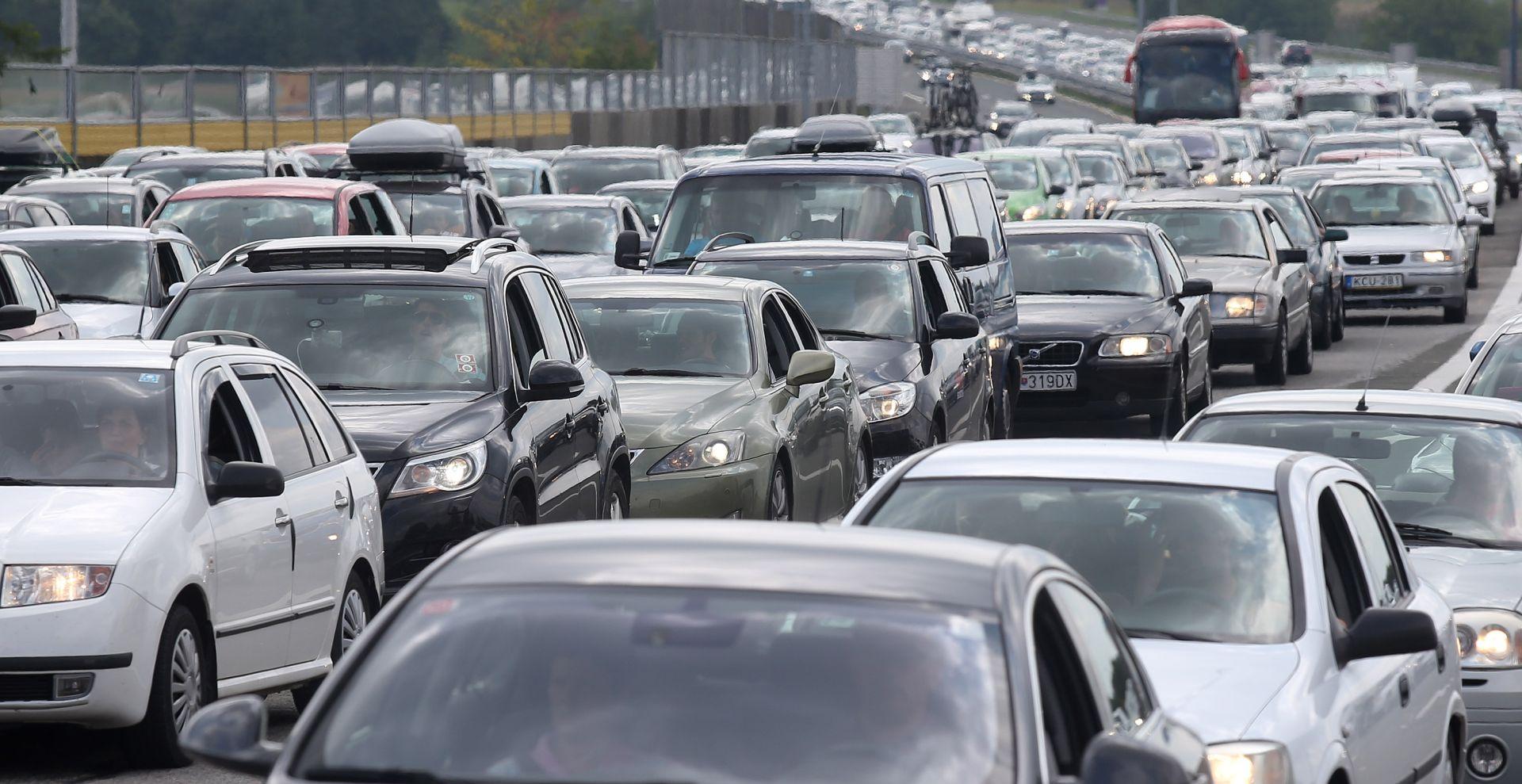 PRVI SRPANJSKI VIKEND Gužve na autocestama i graničnim prijelazima, na Lučkom u smjeru Zagreba kolona 4 km