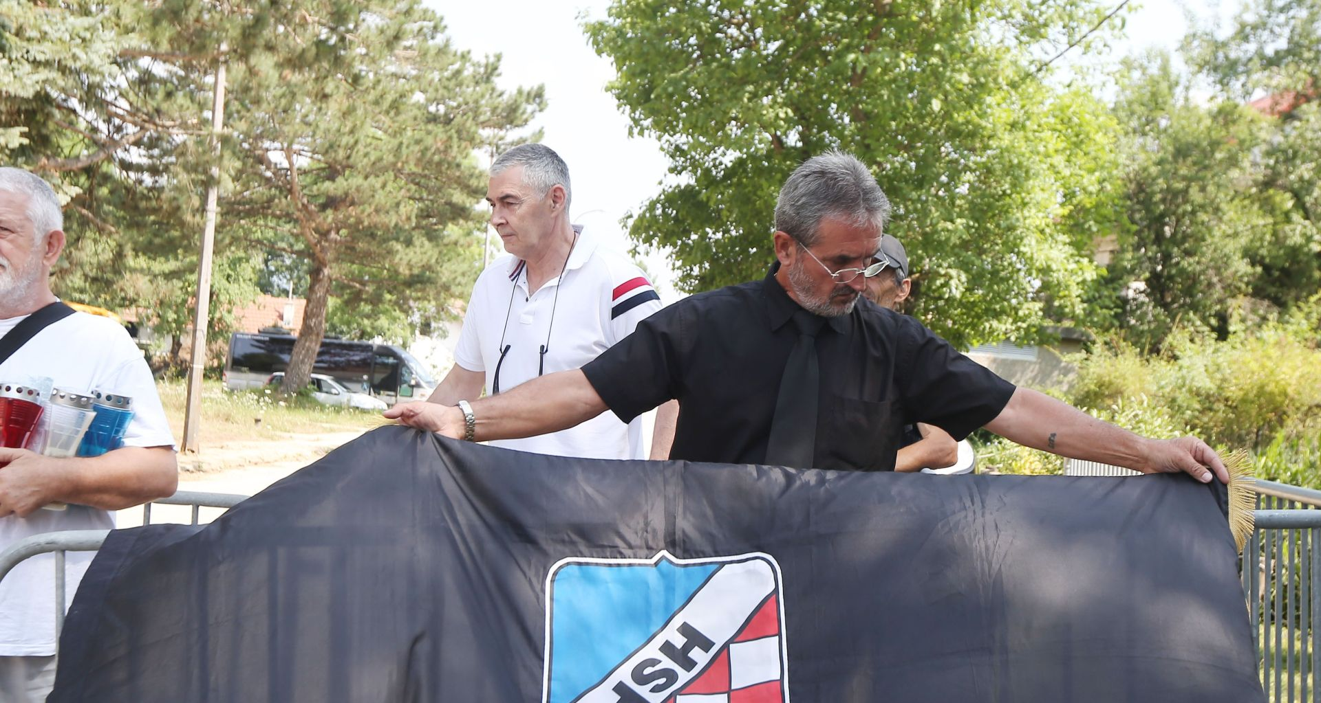 SRB Skup pod opsadom policije: Keleminec pružao otpor, prosvjednici vrijeđali govornike