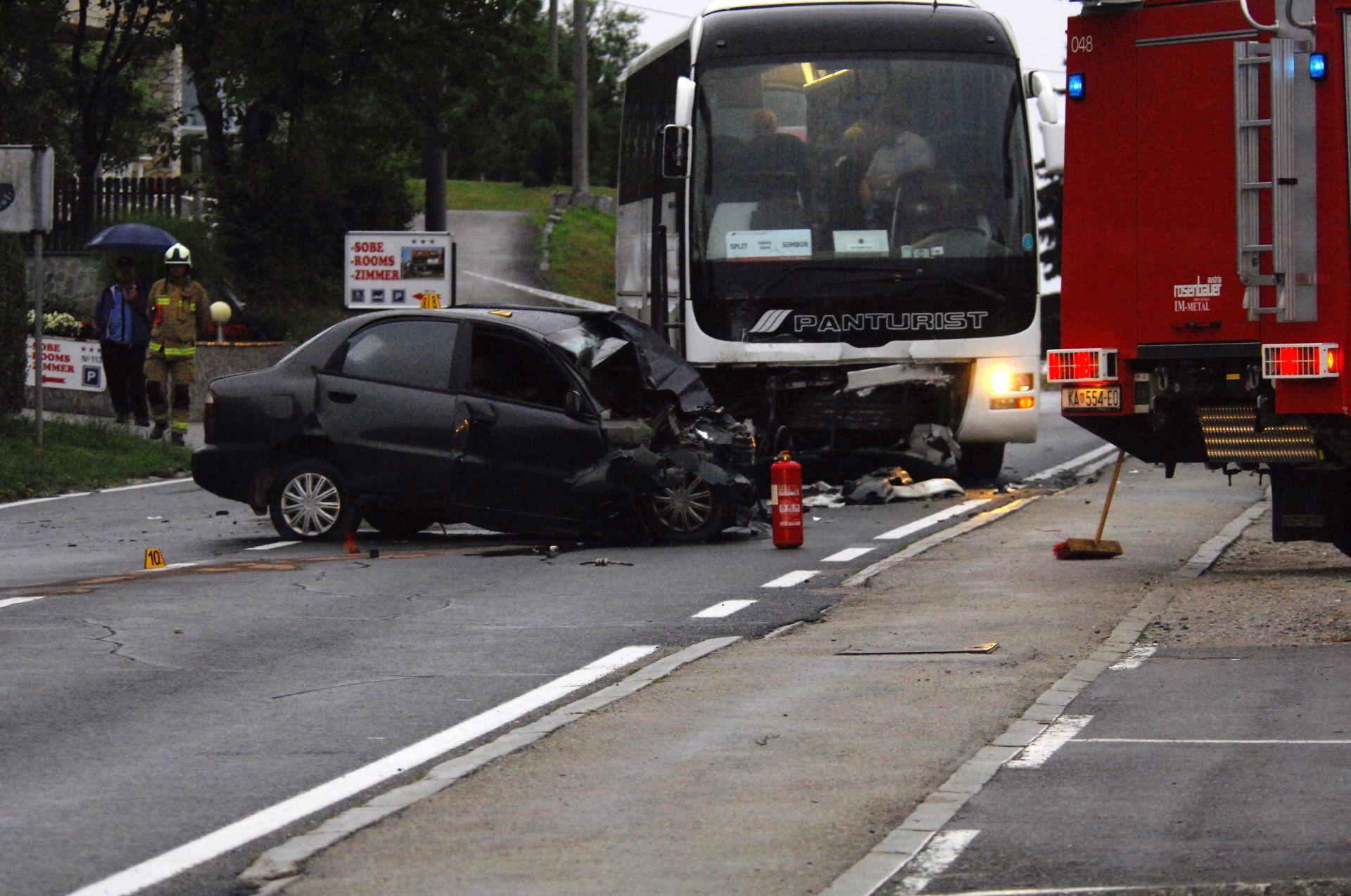 U prometnoj nesreći u Karlovcu poginula jedna osoba