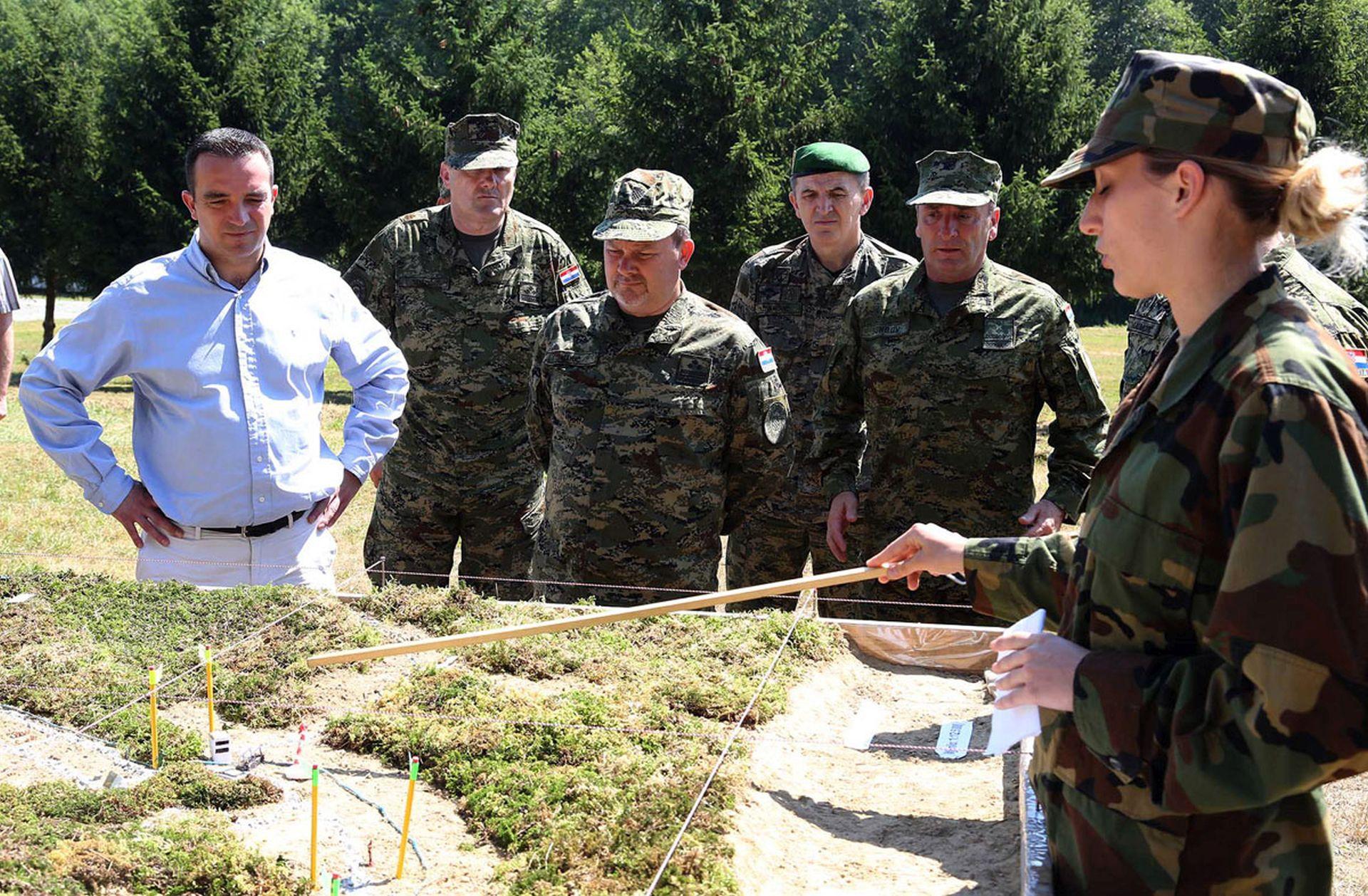 RADNI POSJET: Ministar Buljević s kadetima Oružanih snaga RH