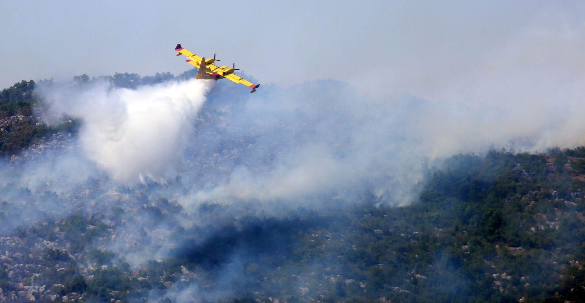 Vaatrogasci se trenutno bore s tri požara u Šibensko-kninskoj županiji
