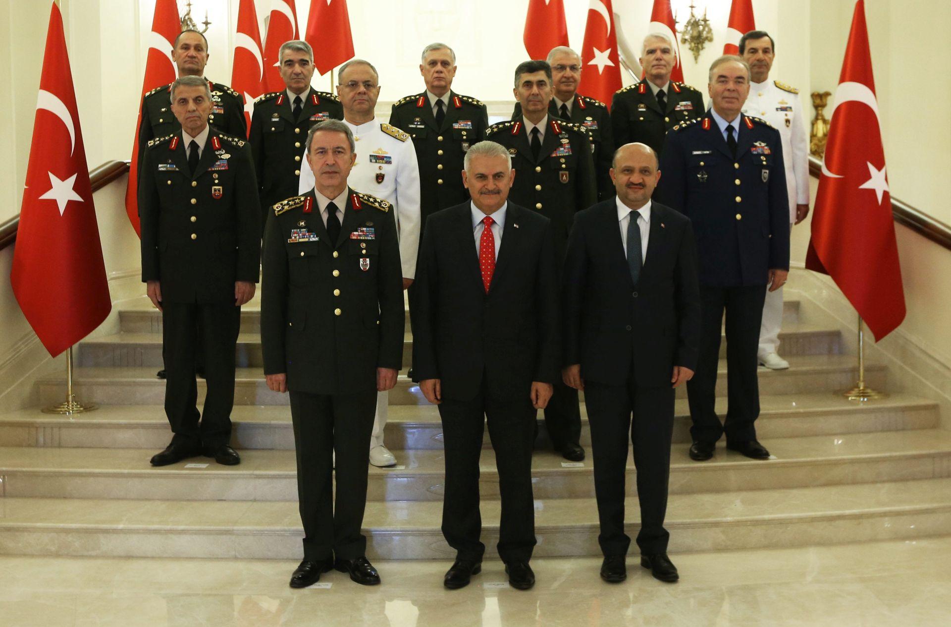 NADZOR ORUŽANIH SNAGA: Erdogan želi kontrolirati vojsku