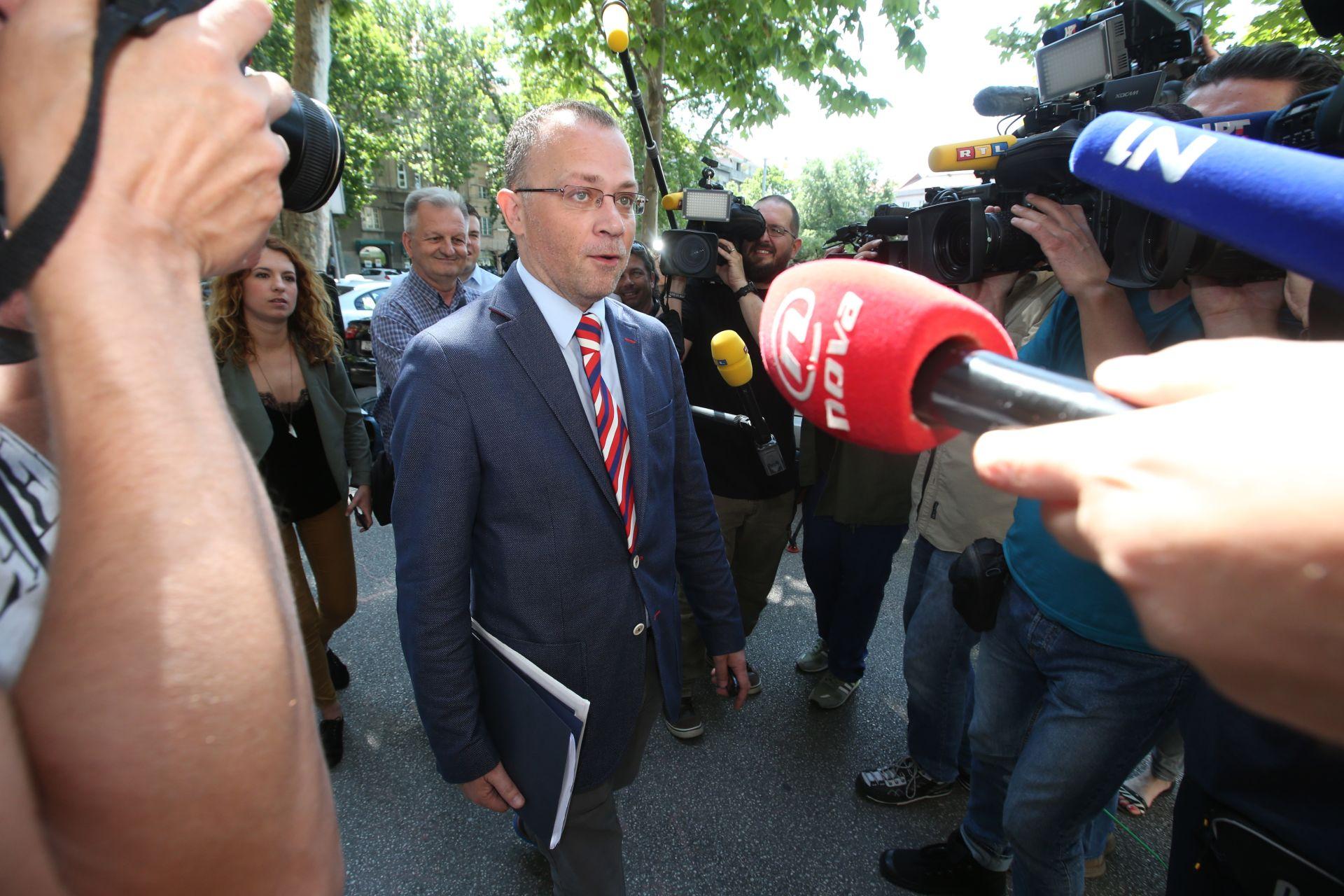 OTVARANJE FESTIVALA KLAPA: Hasanbegović predao povelju o upisu na UNESCO-ov popis