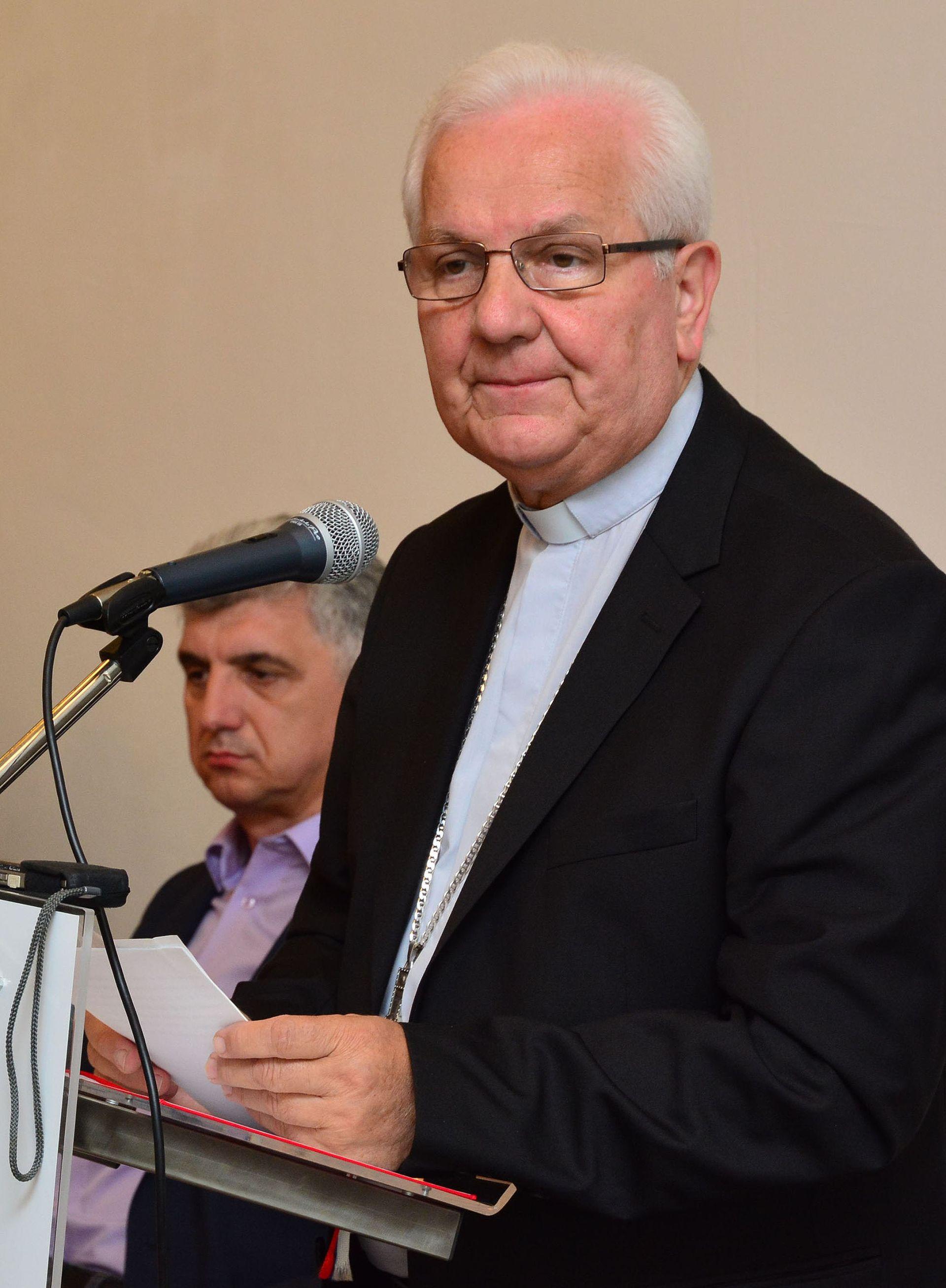 Franjo Komarica: Katolicima dva i pol desetljeća zakinuta ljudska prava