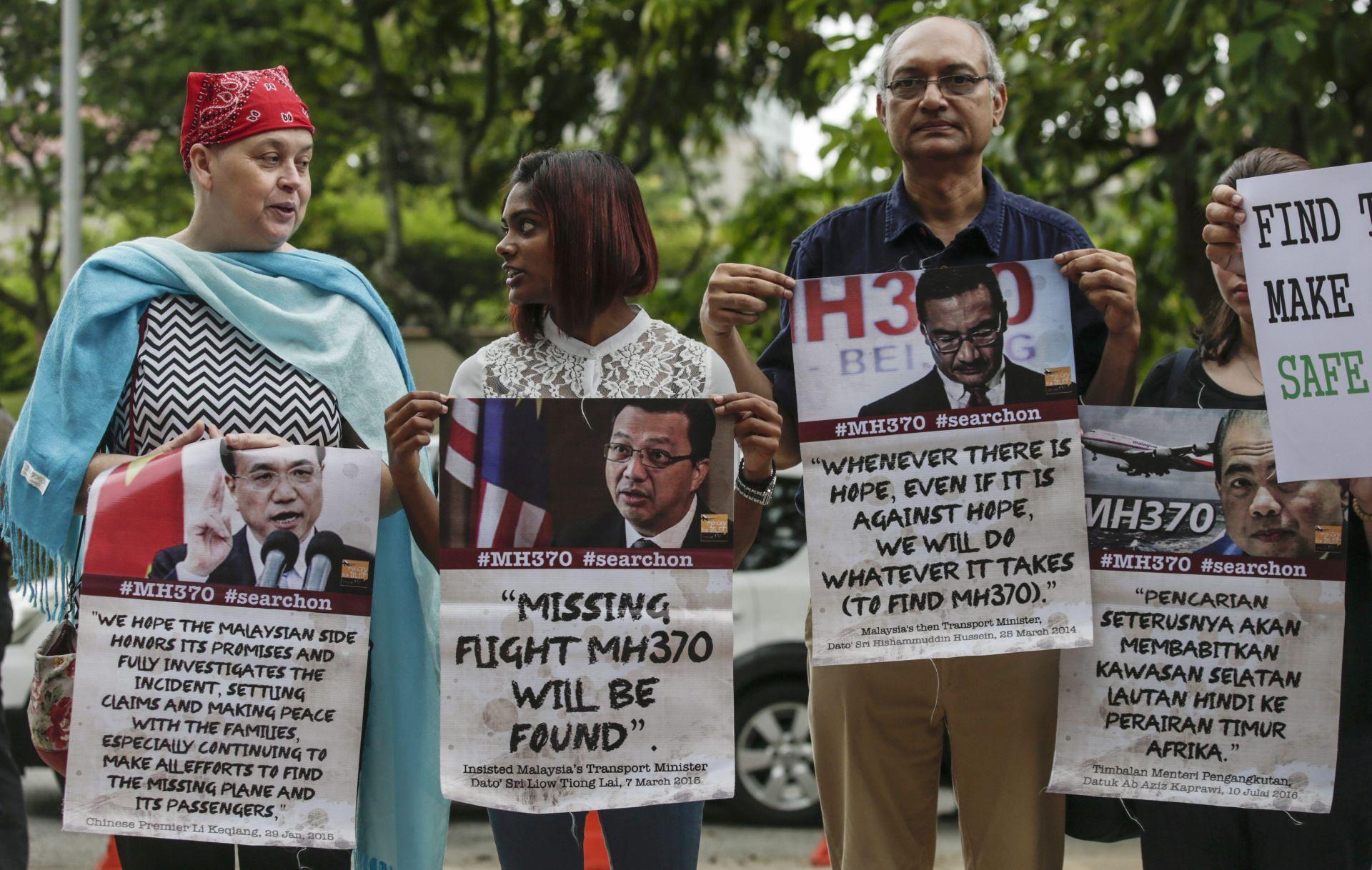 OBUSTAVLJENA POTRAGA: Prosvjed obitelji žrtava nesreće zrakoplova Malaysia Airlines
