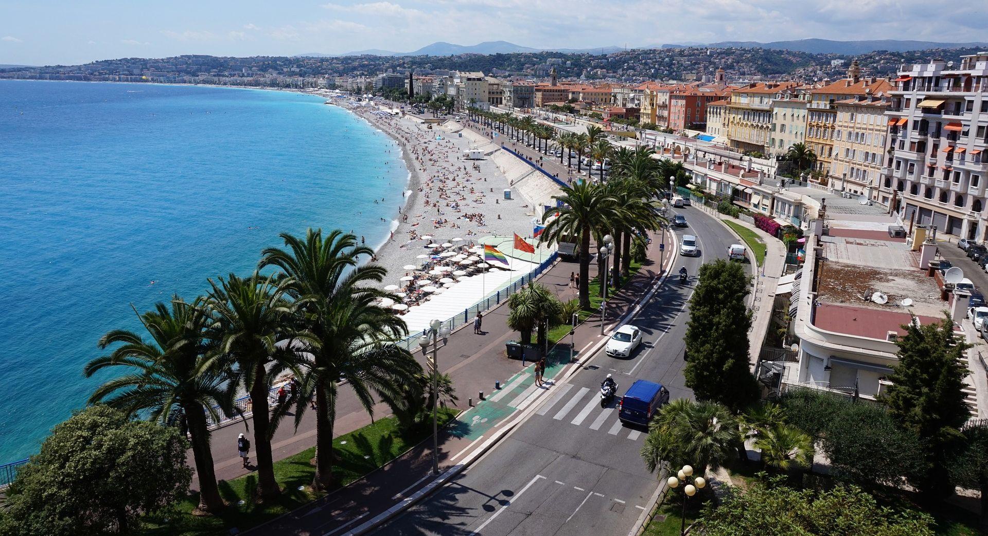 Napad na Nicu, mondeno središte Azurne obale