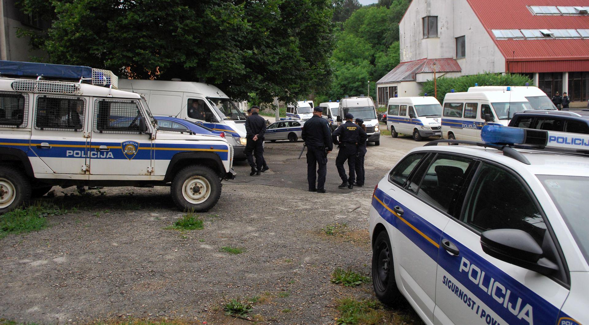 PROVEDENA AKCIJA: Policija u Srbu uklonila oba šatora, Keleminec zadržan u pritvoru