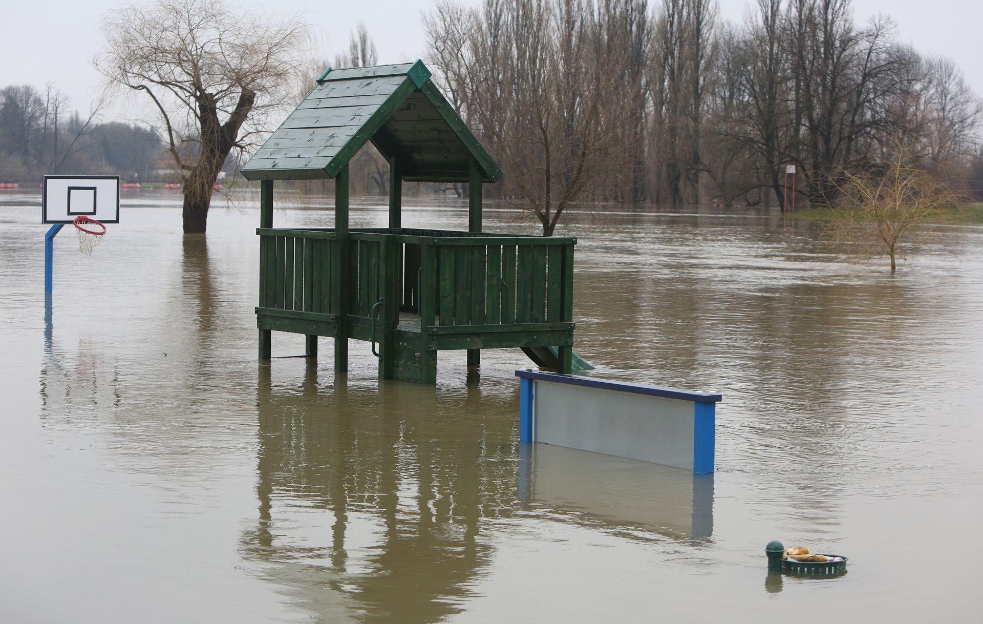 OBILNE KIŠE: Poplave na našičkom području, ugrožene kuće, usjevi i prometnice