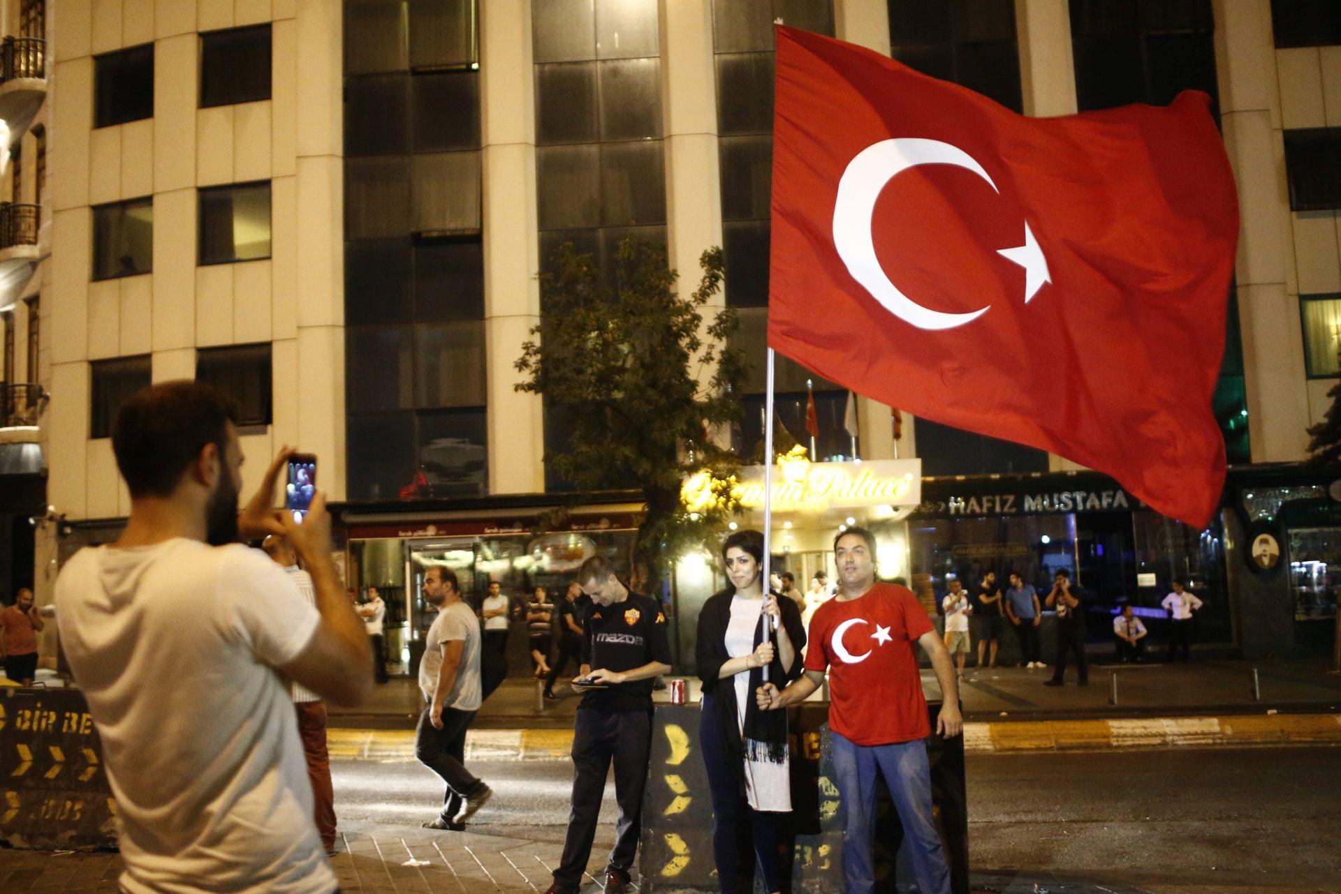 TURSKO VELEPOSLANSTVO: Spriječen vojni udar, predsjednik i vlada na vlasti