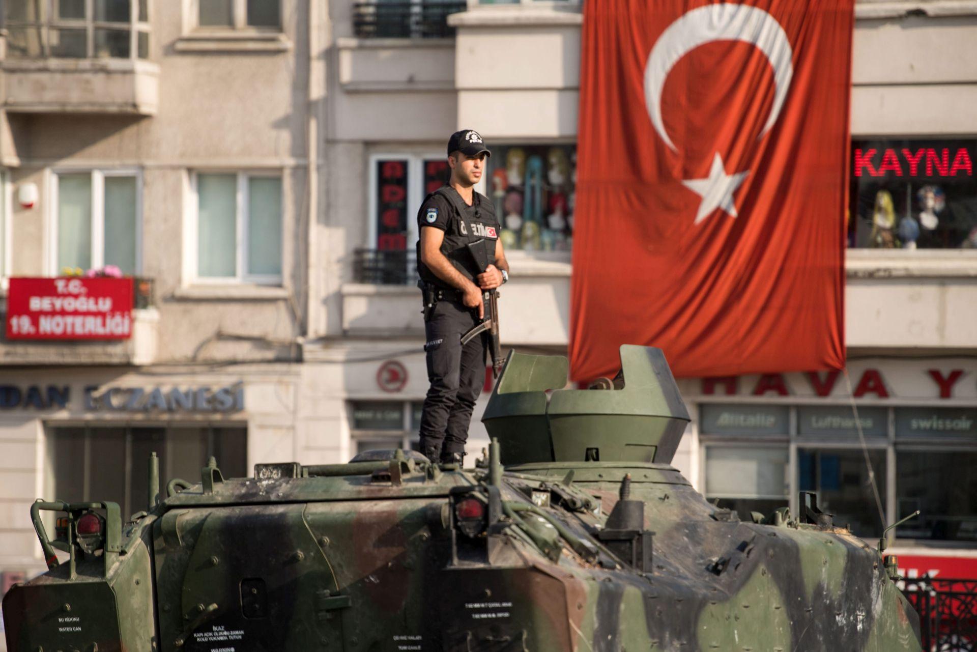 SPREMA SE NOVI VOJNI UDAR? Nakon puča u Turskoj nestala 42 vojna helikoptera