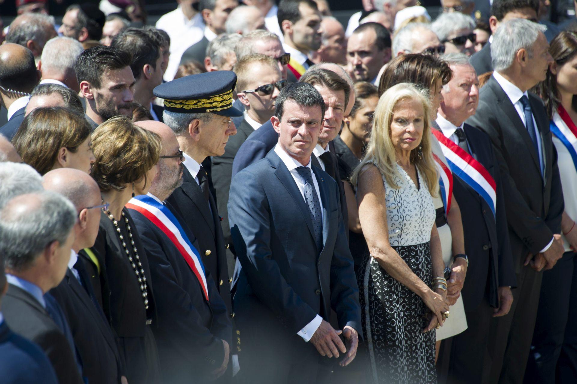 NA ODAVANJU POČASTI ŽRTVAMA: Narod zviždao premijeru Vallsu u Nici