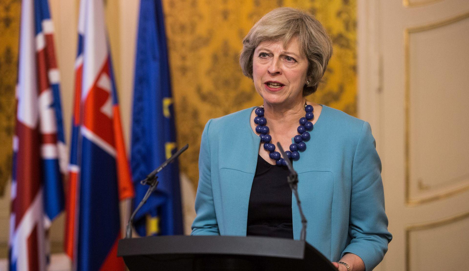 """May će u današnjem govoru najaviti """"tvrdi Brexit"""""""