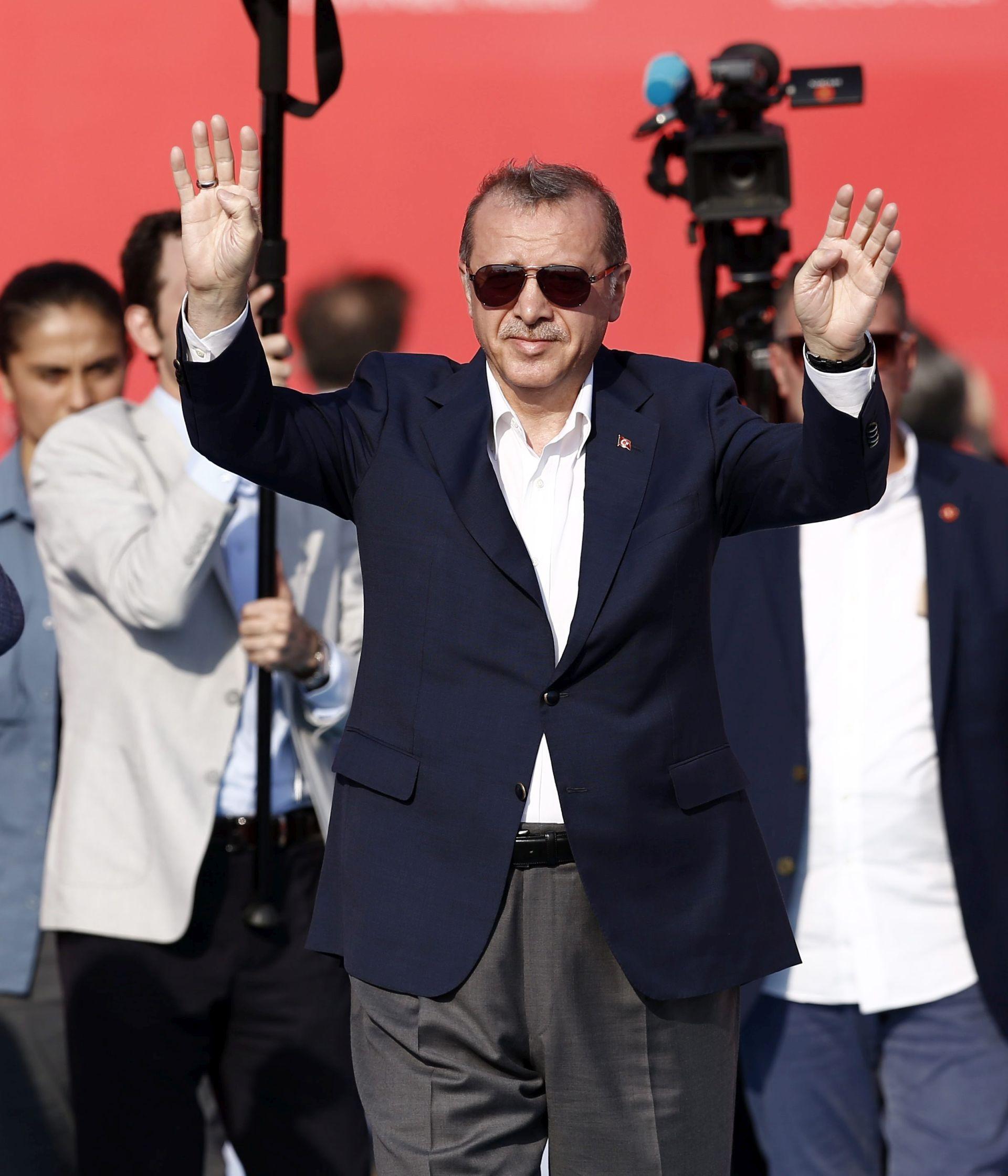 ZAMRZAVANJE PREGOVORA: Erdogan prijeti otvaranjem granica migrantima prema Europi