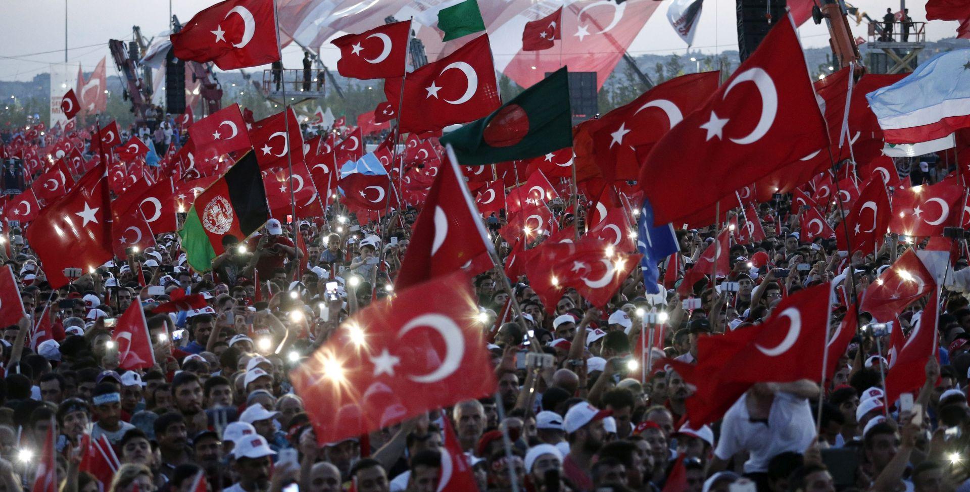 Turska dosada pritvorila 24.000 a uhitila 16.000 osoba