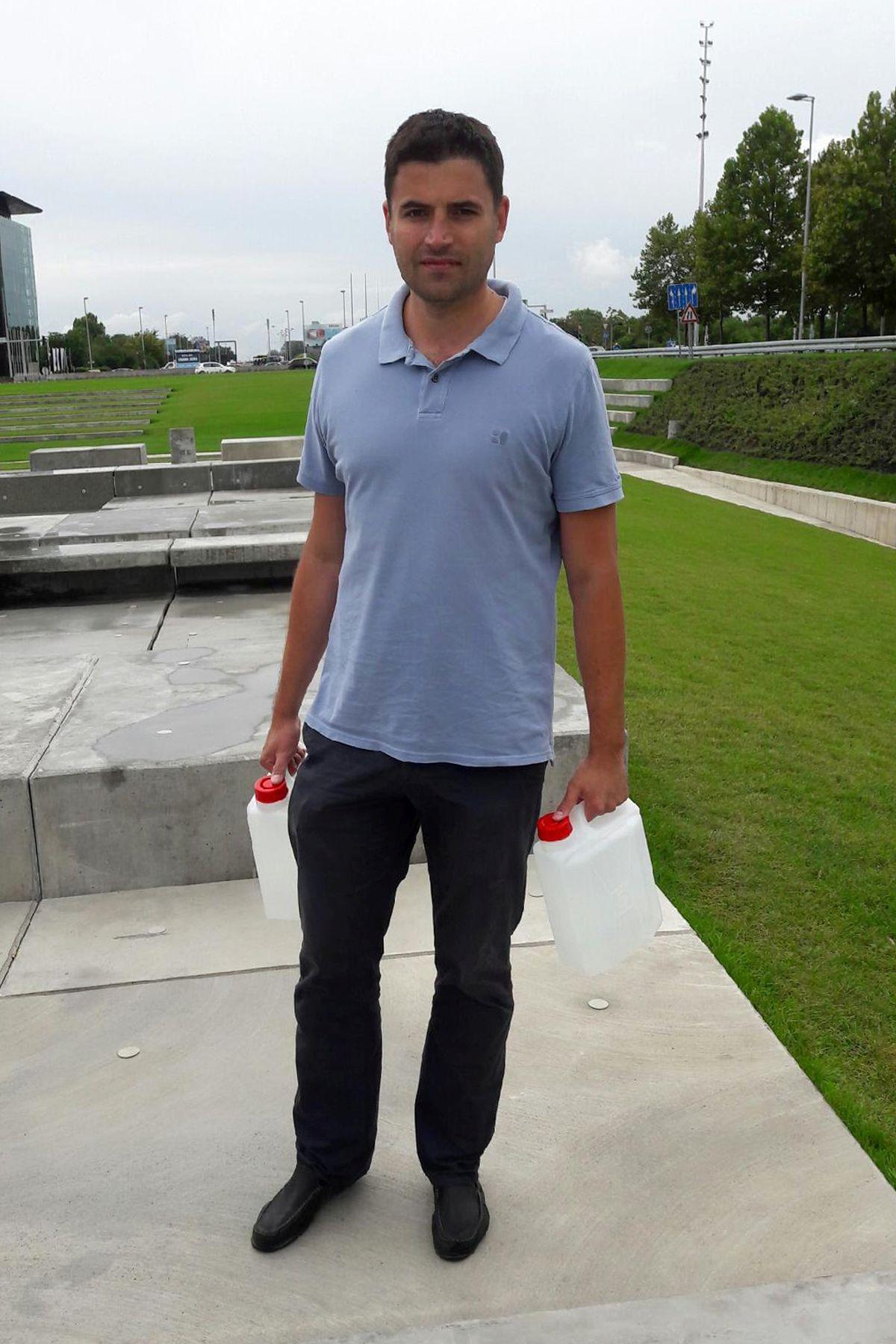 Bernardić ispred fontana održao igrokaz i upozorio na gubitke u vodovodnom sustavu