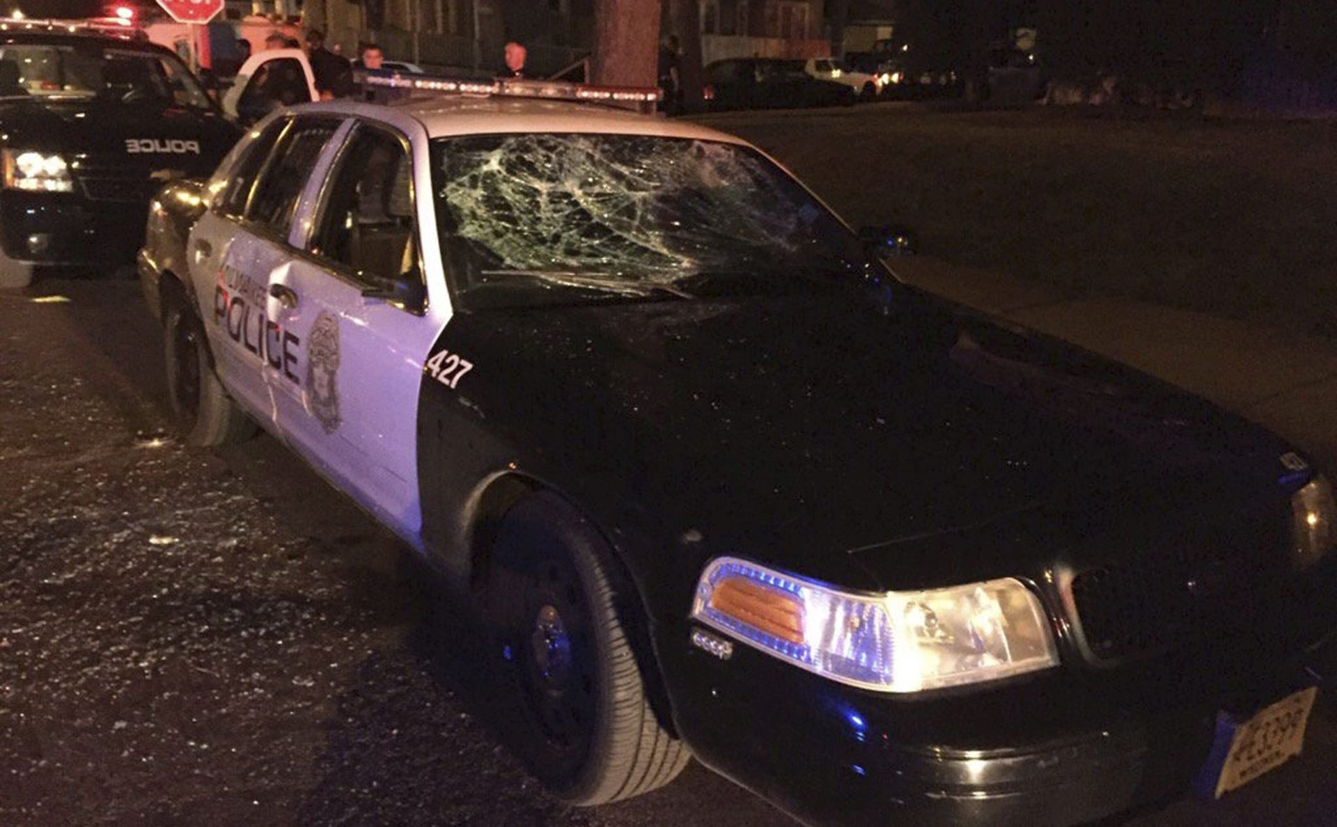 VIDEO: NASTAVLJAJU SE PROSVJEDI U MILWAUKEEJU Jedna osoba ranjena, policajac ozlijeđen