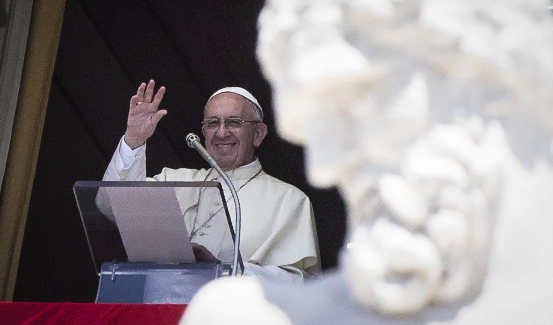 """Papa osudio prisilan rad i prostituciju kao """"nove oblike ropstva"""""""