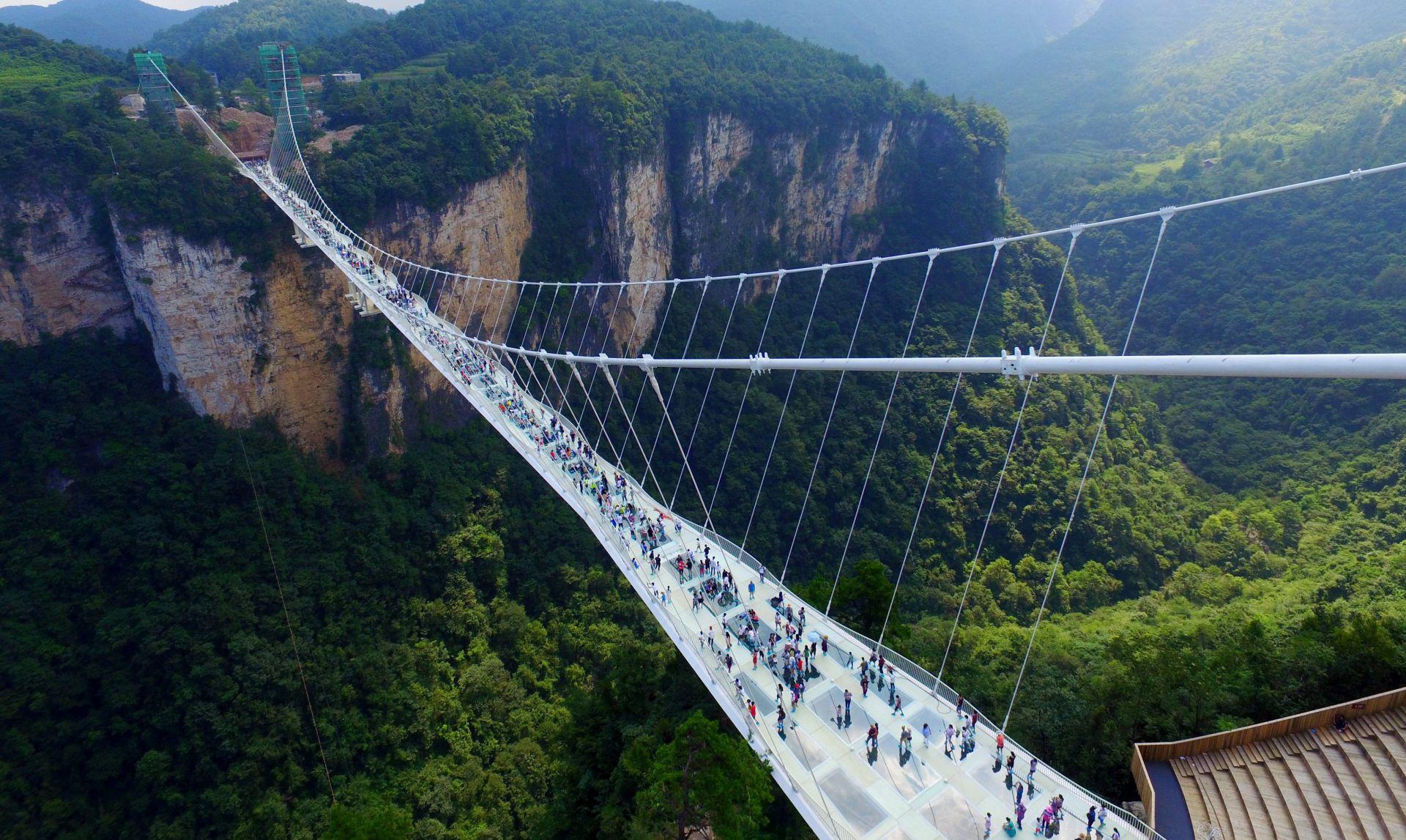 VIDEO: AVATAR PLANINE U Kini otvoren najviši i najduži stakleni most na svijetu