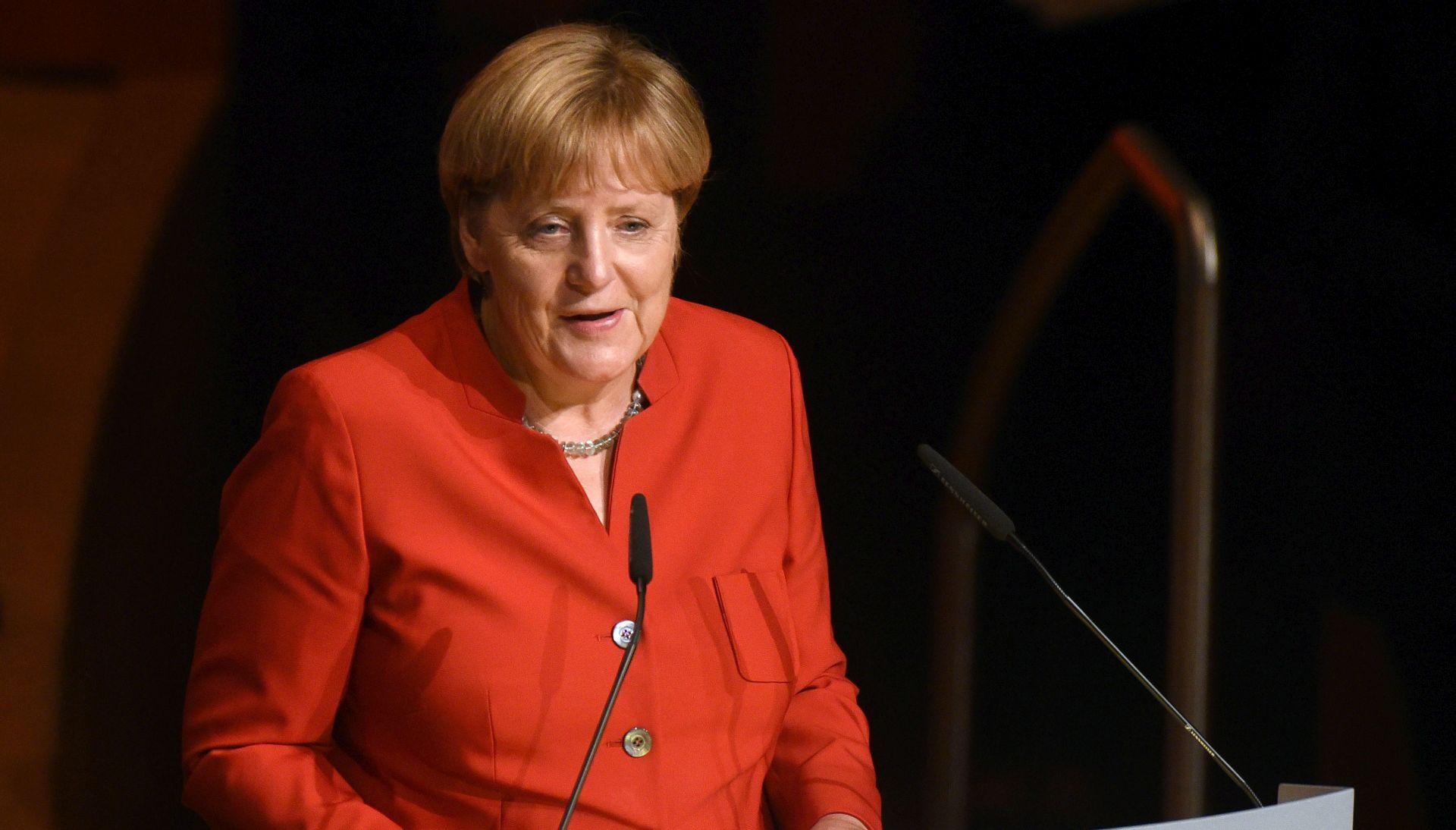 Merkel traži od Turaka da ne donose sukobe u Njemačku
